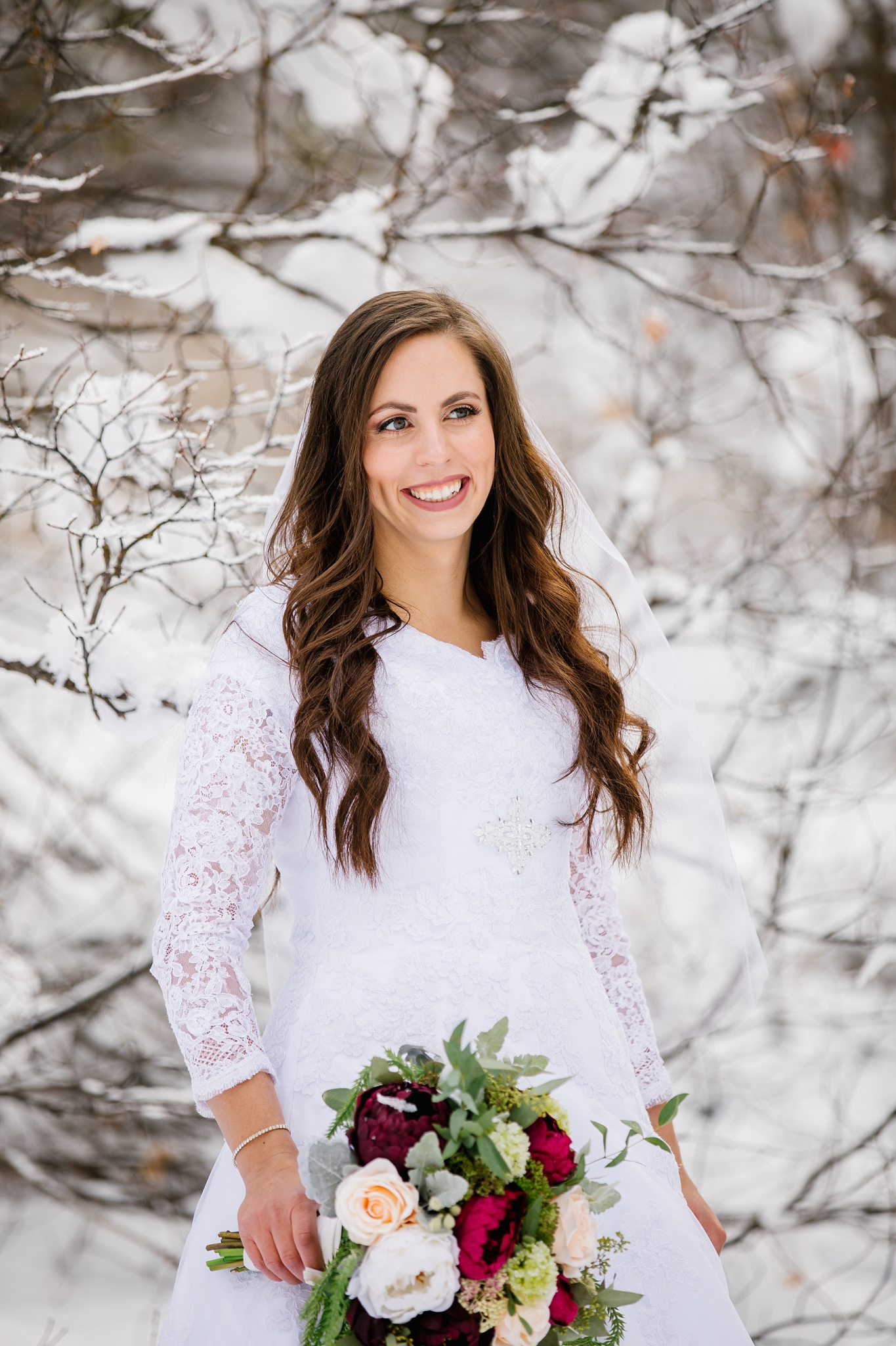 SSBridals-56_Lizzie-B-Imagery-Utah-Wedding-Photographer-Logan-Temple-Logan-Canyon-Mountain-Horse-Session.jpg