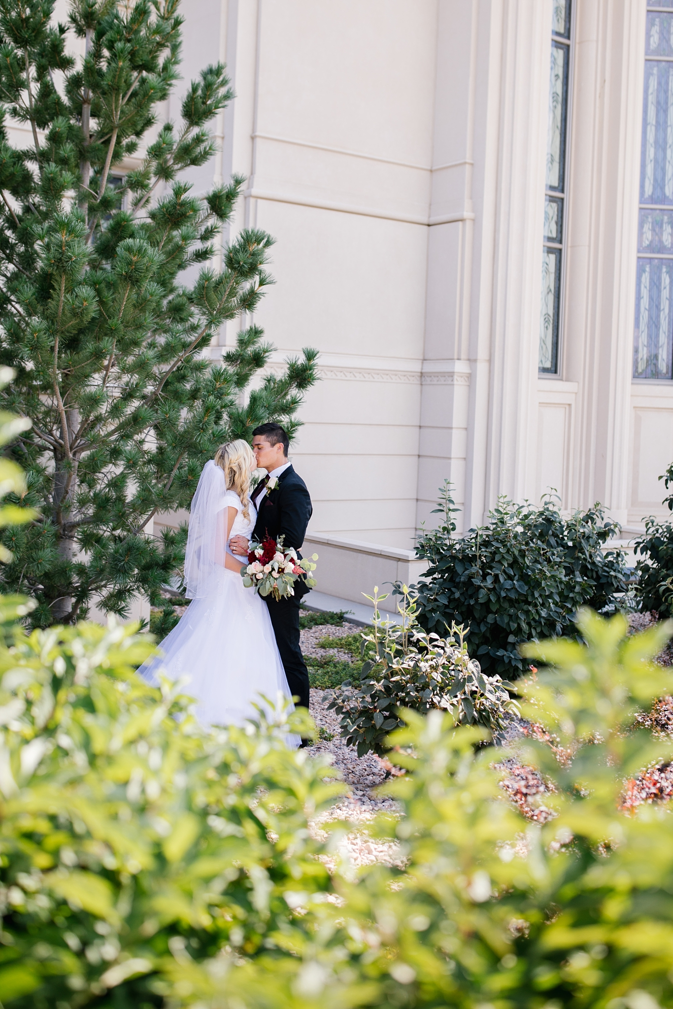 HannahChaseWedding-215_Lizzie-B-Imagery-Utah-Wedding-Photographer-Bridal-Photography-Payson-Utah-Temple-Clarion-Gardens-Catering-and-Events-Center.jpg