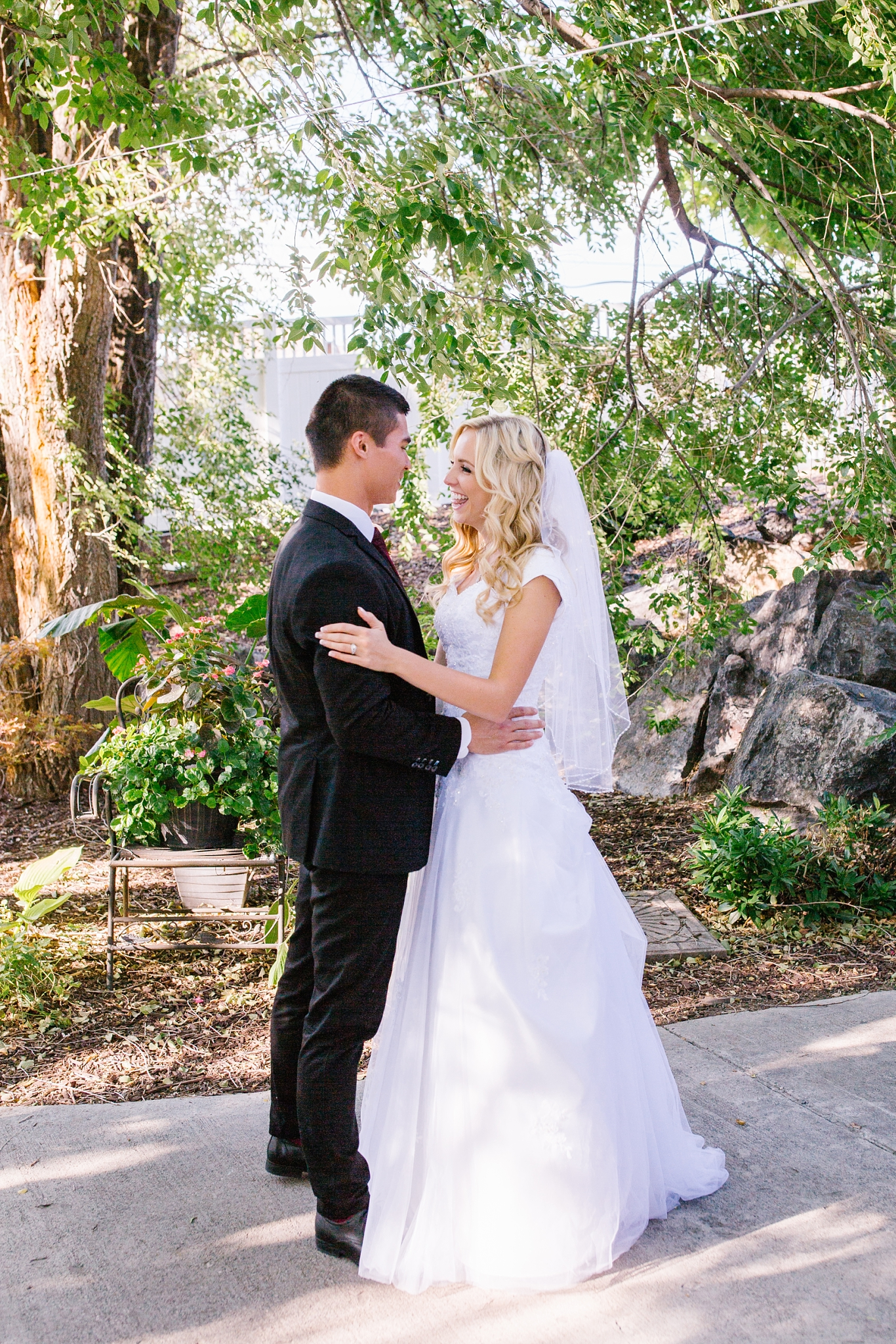 HannahChaseWedding-287_Lizzie-B-Imagery-Utah-Wedding-Photographer-Bridal-Photography-Payson-Utah-Temple-Clarion-Gardens-Catering-and-Events-Center.jpg