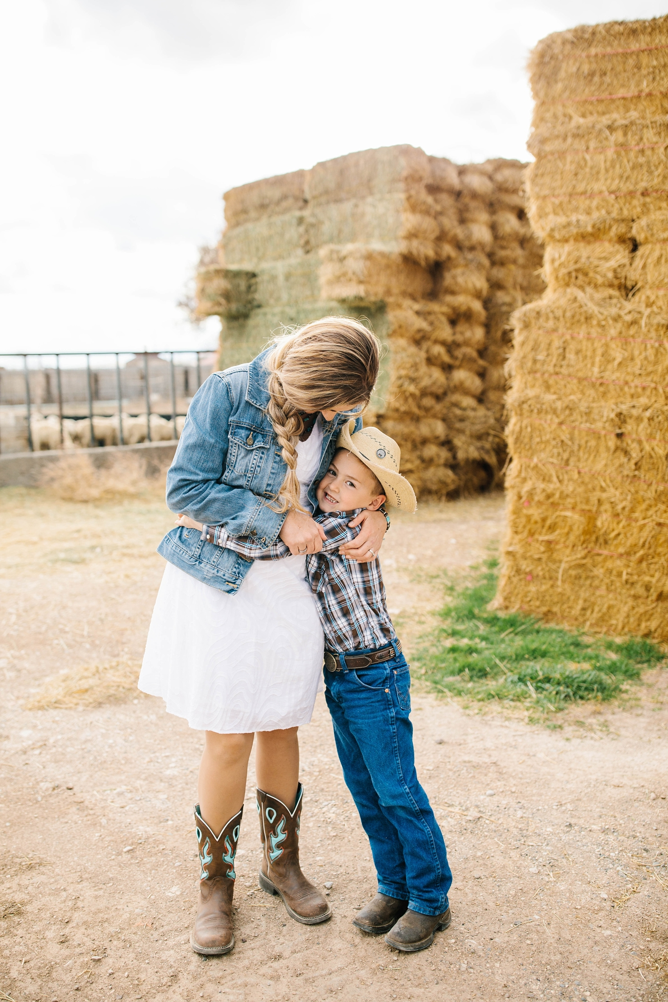 Lister-45_Lizzie-B-Imagery-Utah-Family-Photographer-Lifestyle-Photography-Salt-Lake-City-Park-City-Utah-County-Farm-Family-Session.jpg