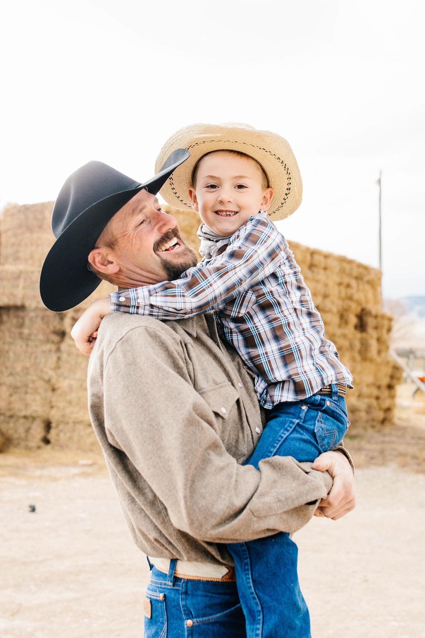Lister-67_Lizzie-B-Imagery-Utah-Family-Photographer-Lifestyle-Photography-Salt-Lake-City-Park-City-Utah-County-Farm-Family-Session.jpg