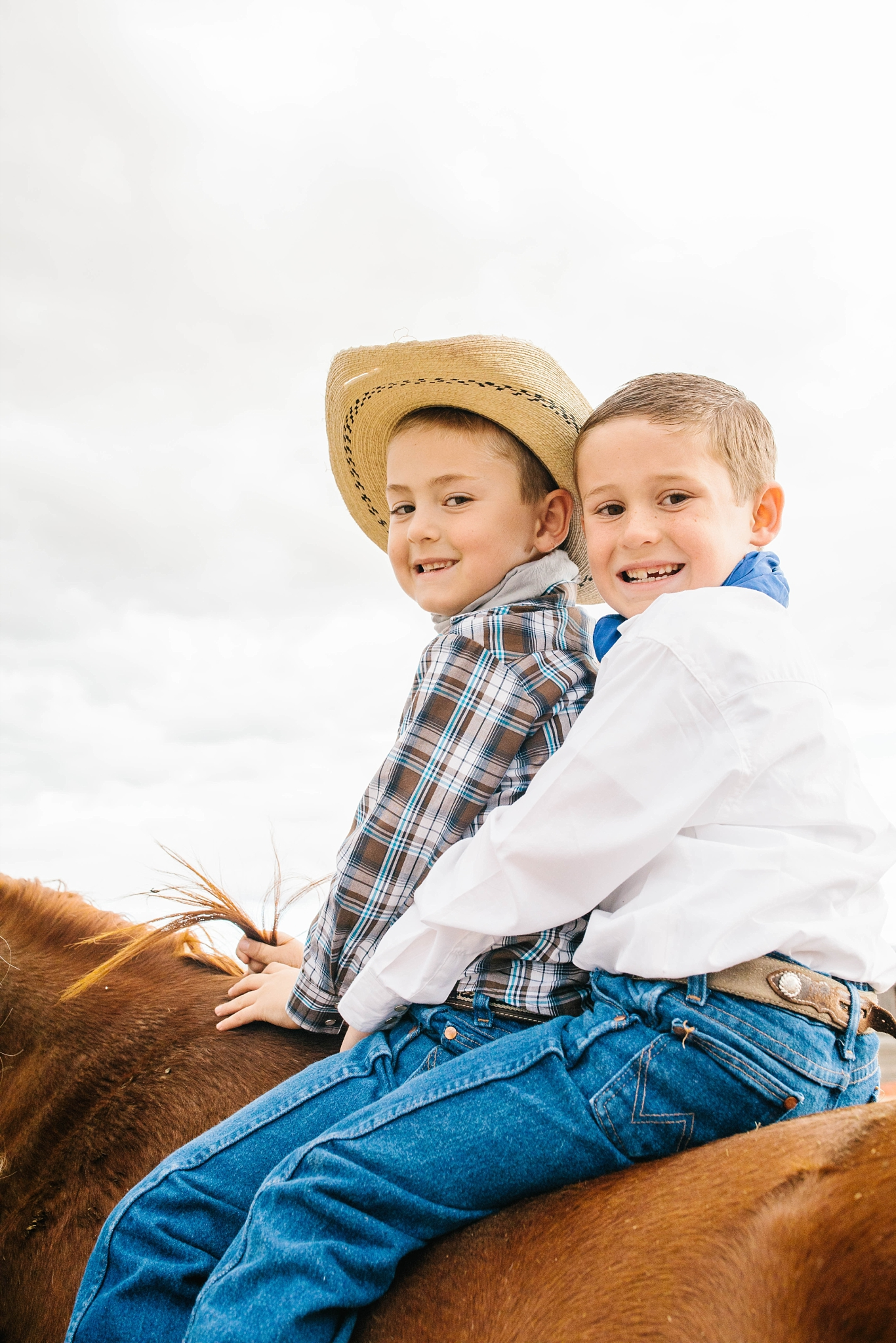 Lister-82_Lizzie-B-Imagery-Utah-Family-Photographer-Lifestyle-Photography-Salt-Lake-City-Park-City-Utah-County-Farm-Family-Session.jpg