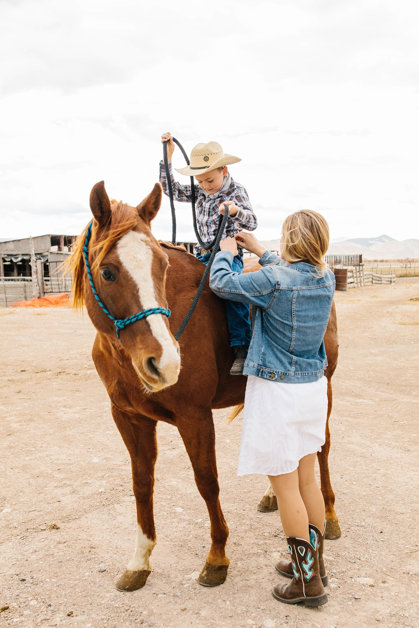 Lister-93_Lizzie-B-Imagery-Utah-Family-Photographer-Lifestyle-Photography-Salt-Lake-City-Park-City-Utah-County-Farm-Family-Session.jpg