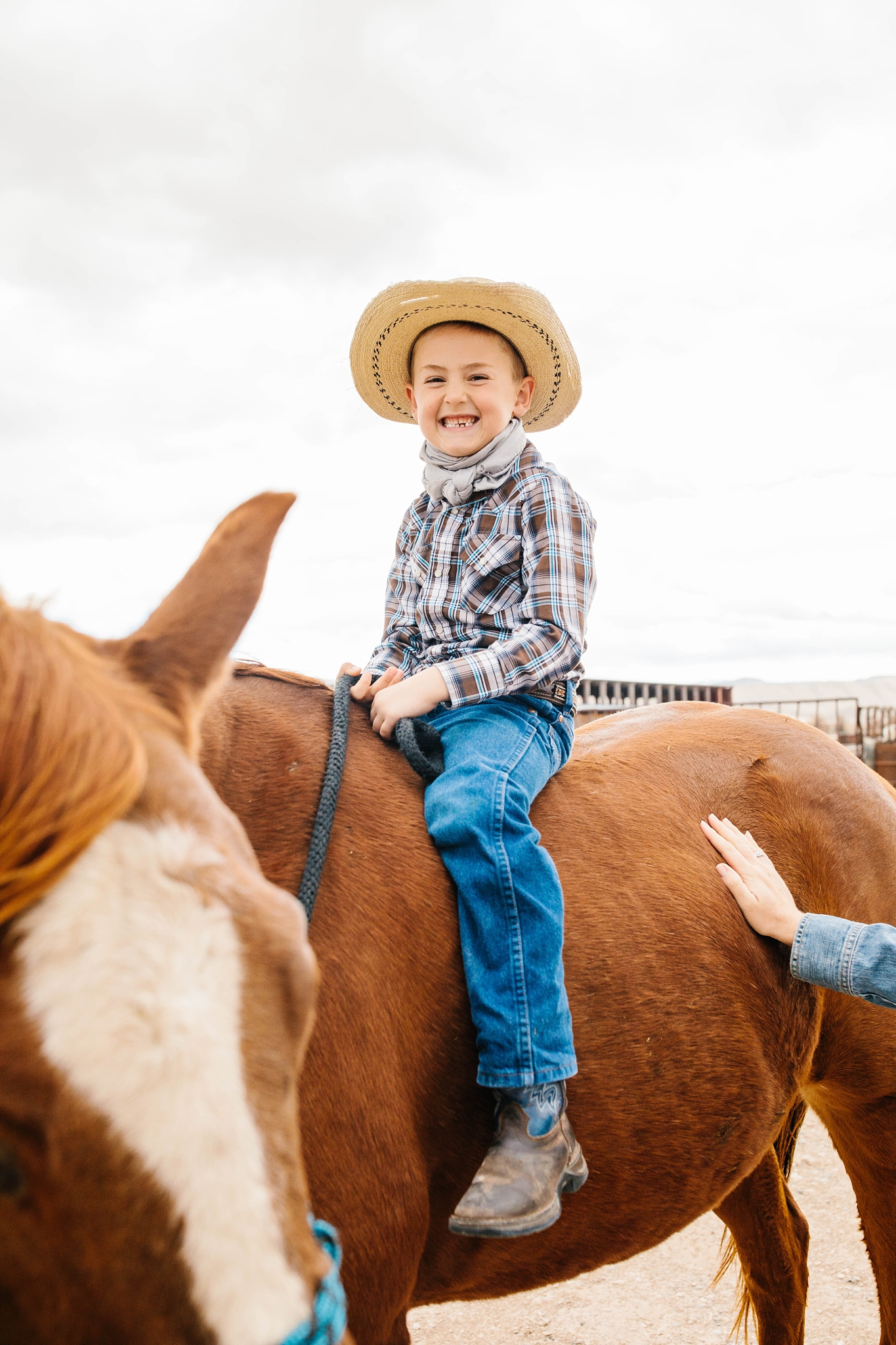 Lister-95_Lizzie-B-Imagery-Utah-Family-Photographer-Lifestyle-Photography-Salt-Lake-City-Park-City-Utah-County-Farm-Family-Session.jpg