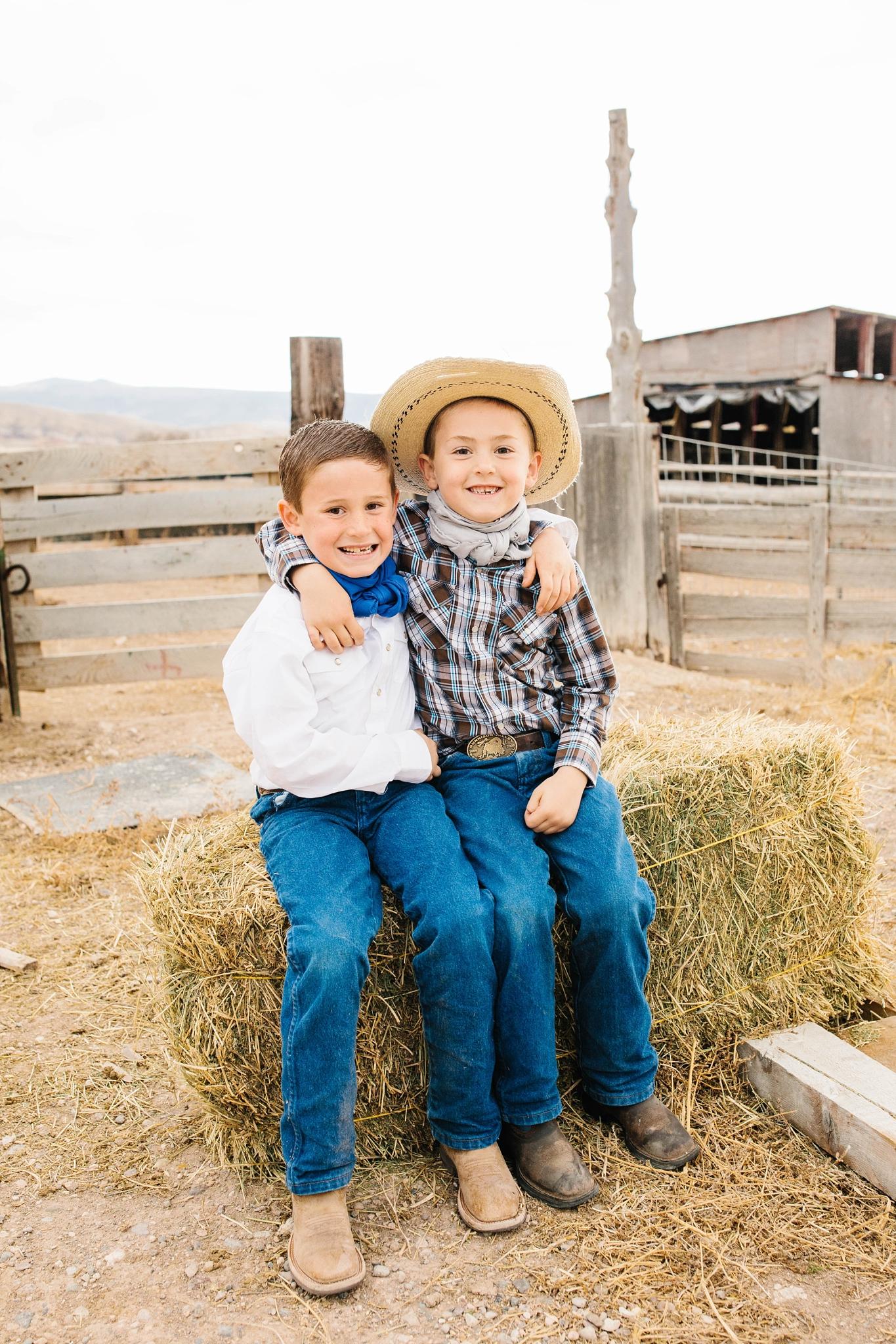 Lister-97_Lizzie-B-Imagery-Utah-Family-Photographer-Lifestyle-Photography-Salt-Lake-City-Park-City-Utah-County-Farm-Family-Session.jpg
