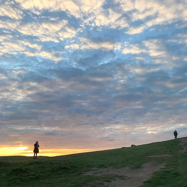 Lovely sunset tonight up on Pentire headland. The sky lit up bright orange and the headland filled with people who'd come to have a gander. —— #crantock #kernow #newquay #cornwall #sunset