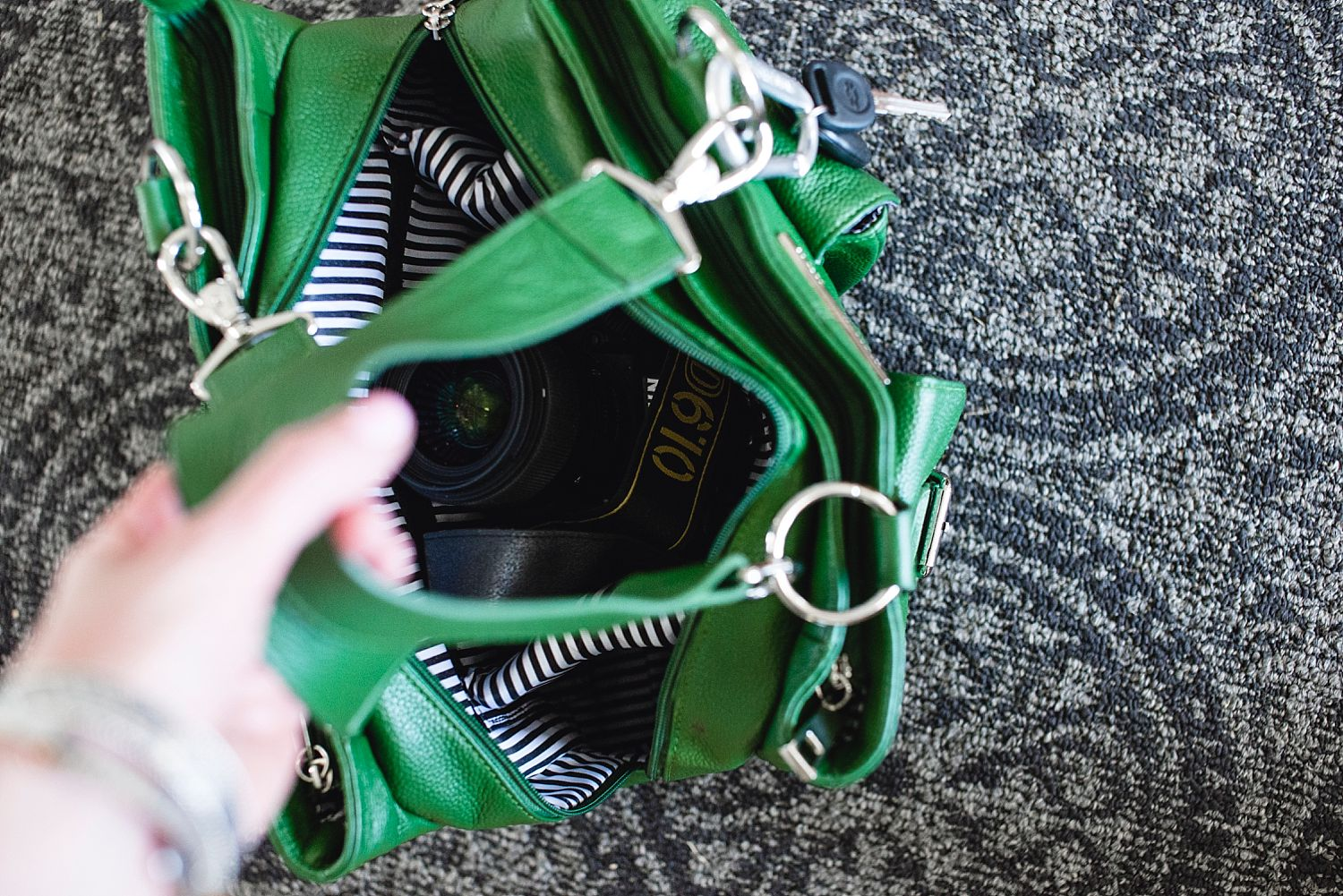 Review of Shutterbag's Girl's Day Out bag in emerald green. | Denver Family Photographer