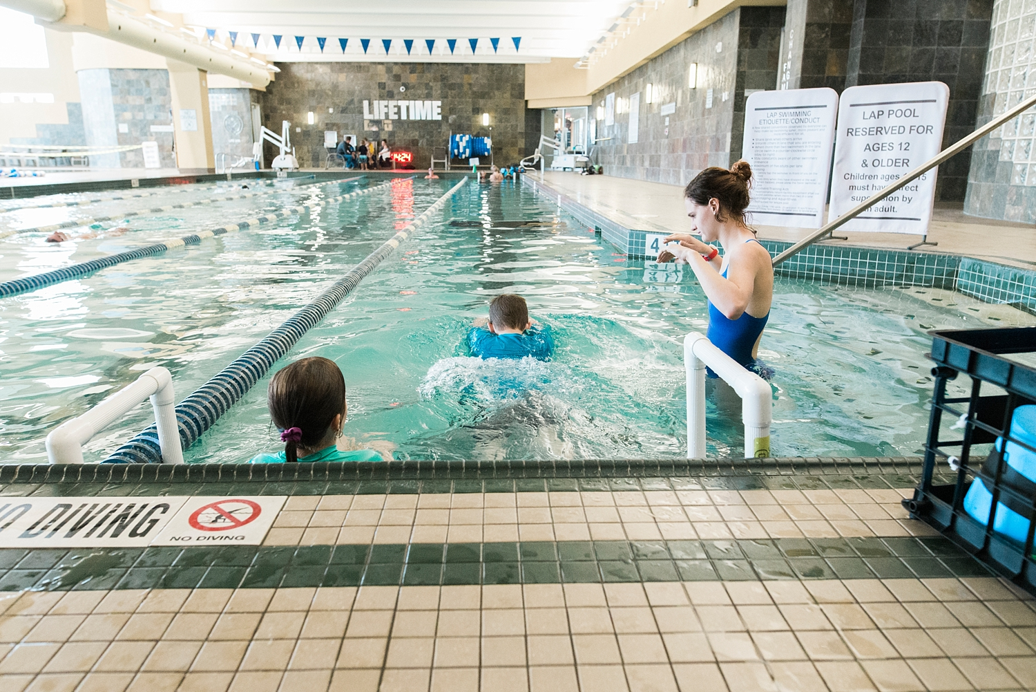 The kids are really enjoying their swim lessons at Lifetime gym in Centennial! | GettingUnschooled.com | #unschooling #swimlessons