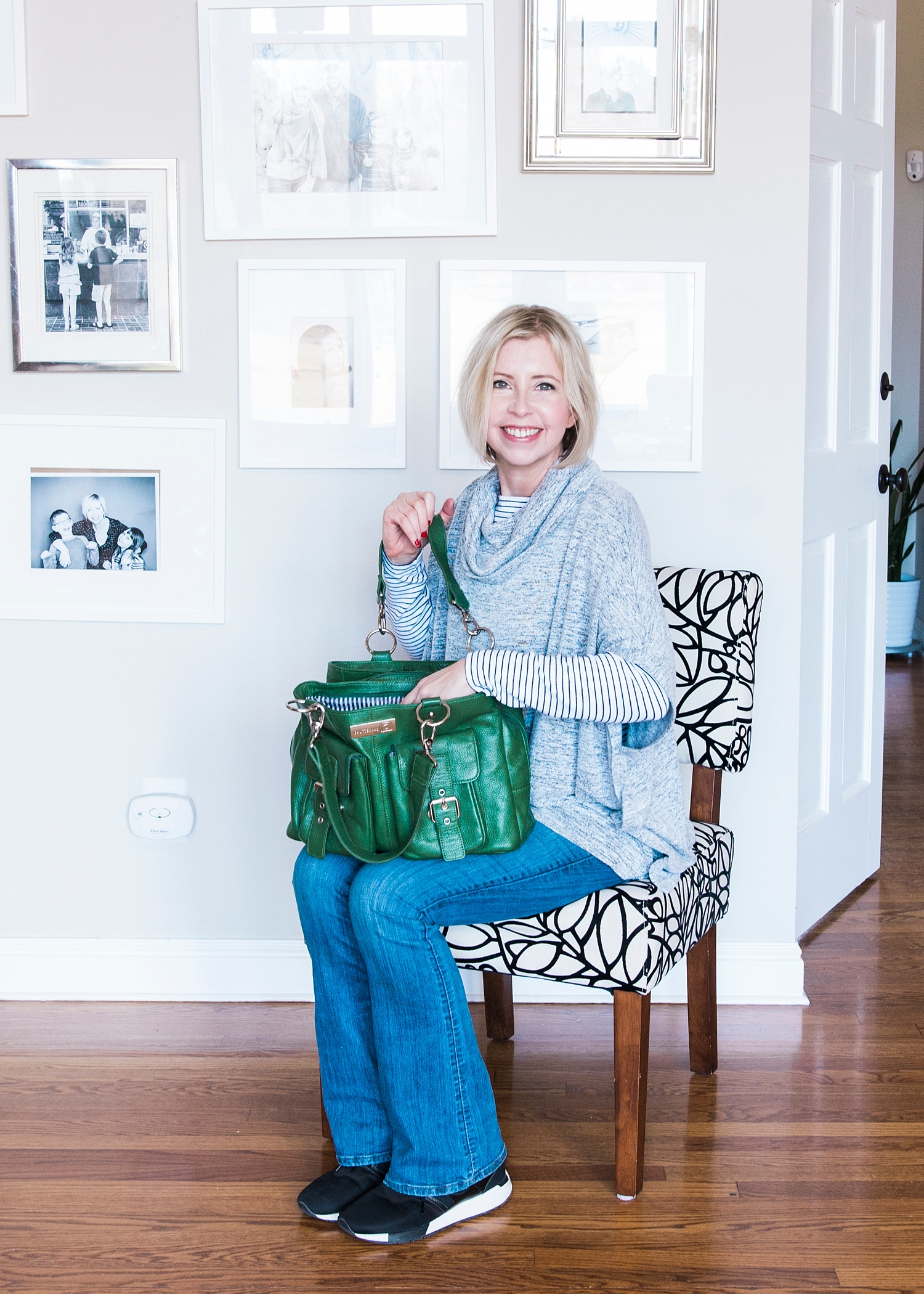 Great review of Shutterbag's Emerald Green Girl's Day Out camera bag--this is a great purse and/or professional camera bag :) Thanks for repinning! | #gettingunschooled #unschool #homeschool #photographytips #photographygear