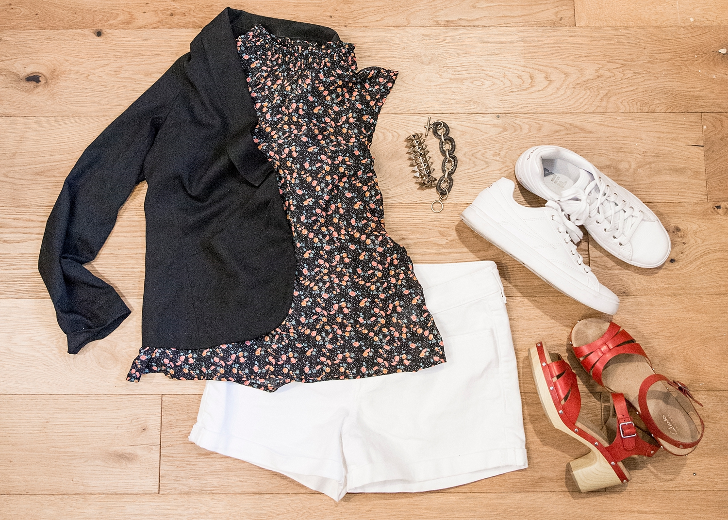 Outfit ideas for women over 40!White shorts and a black blazer are never wrong :) More spring outfit ideas for women on the blog!!