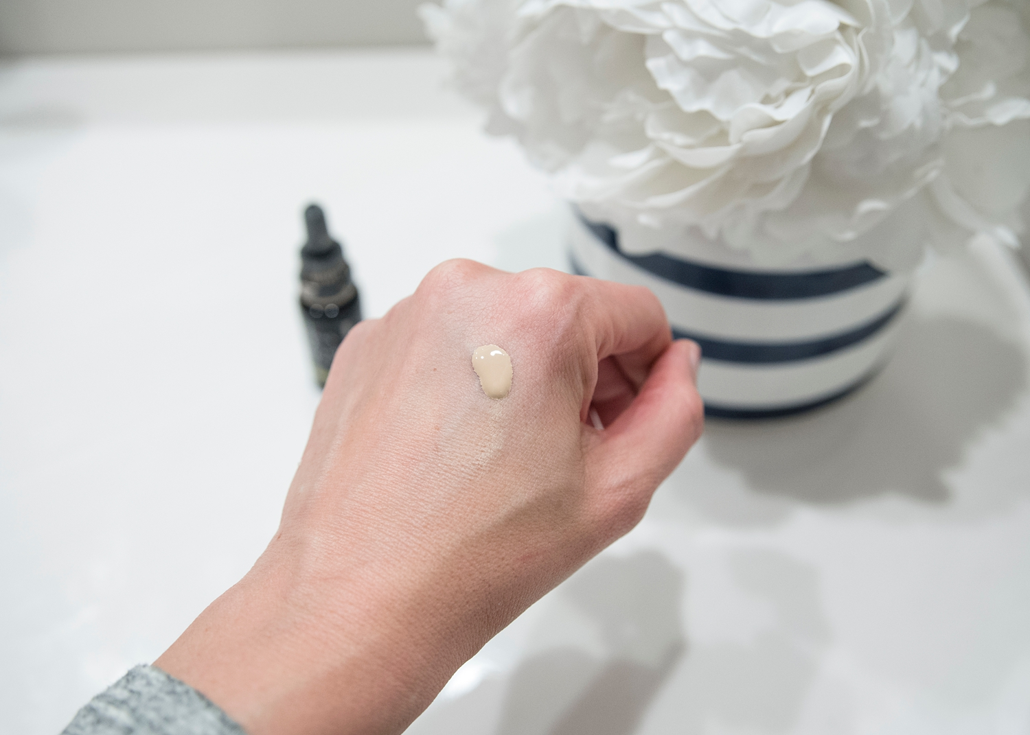 Looking for clean beauty options and you're an over 40 woman? I've got you covered in today's post all about green beauty that also cares for aging skin! Women over 40 should check out Gressa Apothecary--skincare and makeup for aging skin!