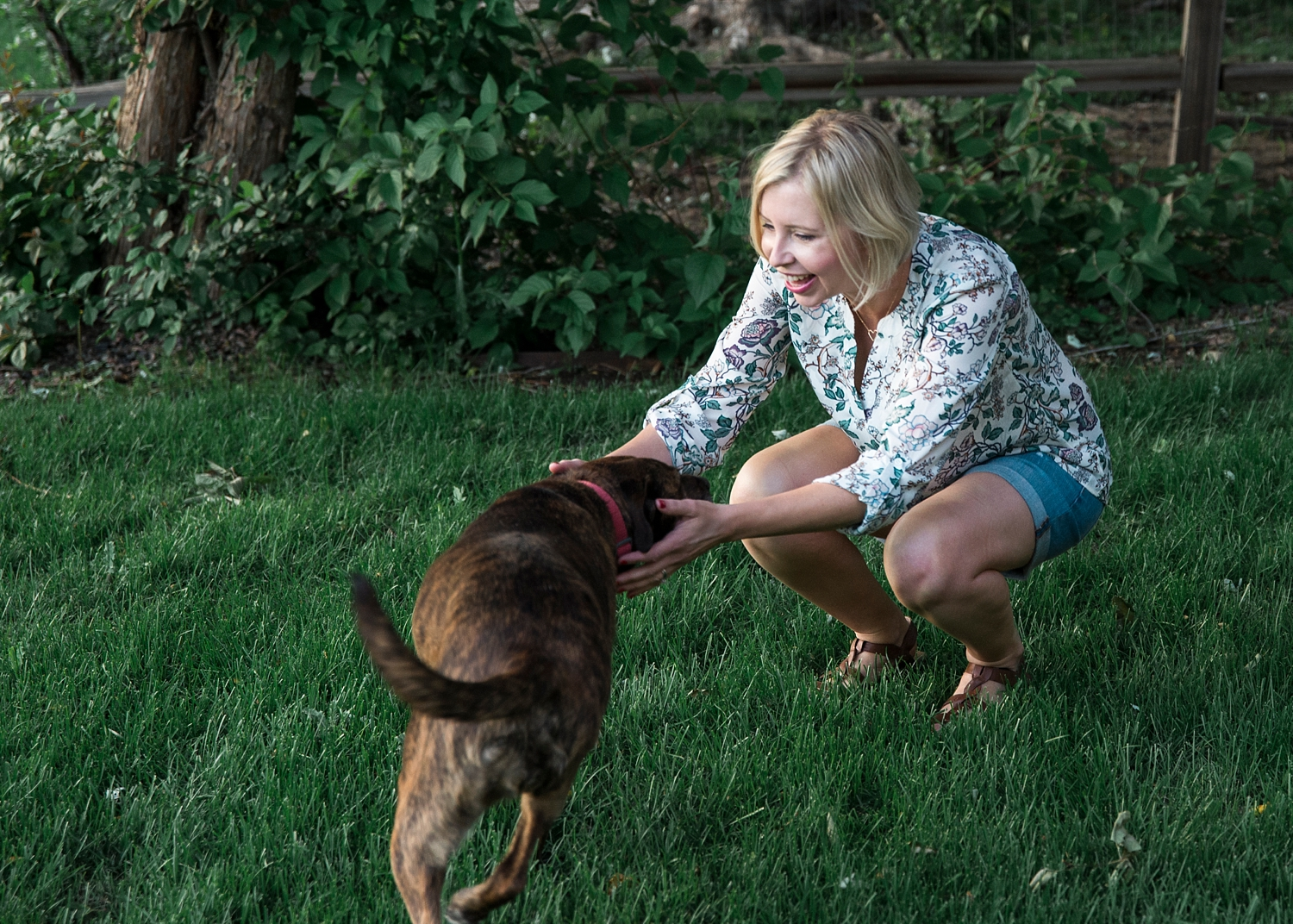 woman-with-dog-summer-outfit-ideas-over-40.jpg