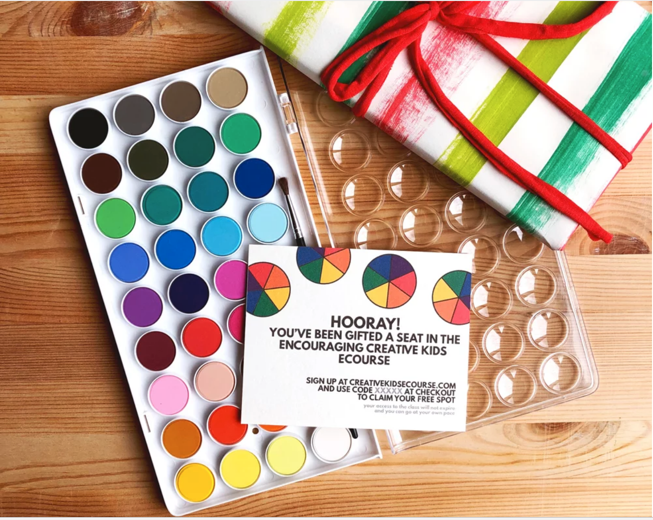 Just looking at this photo makes me want to break out the water colors. An inexpensive paint palette paired with an online class would make a unique and fun gift for an 11-year-old girl!