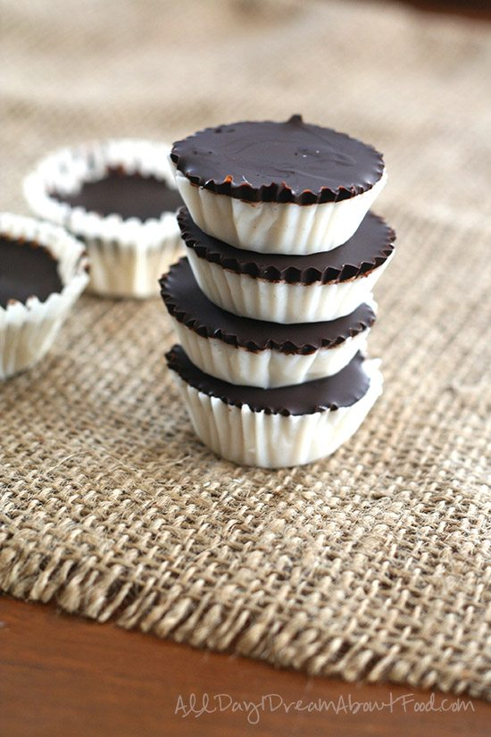 keto fat bomb Chocolate-coconut-Candies.jpg