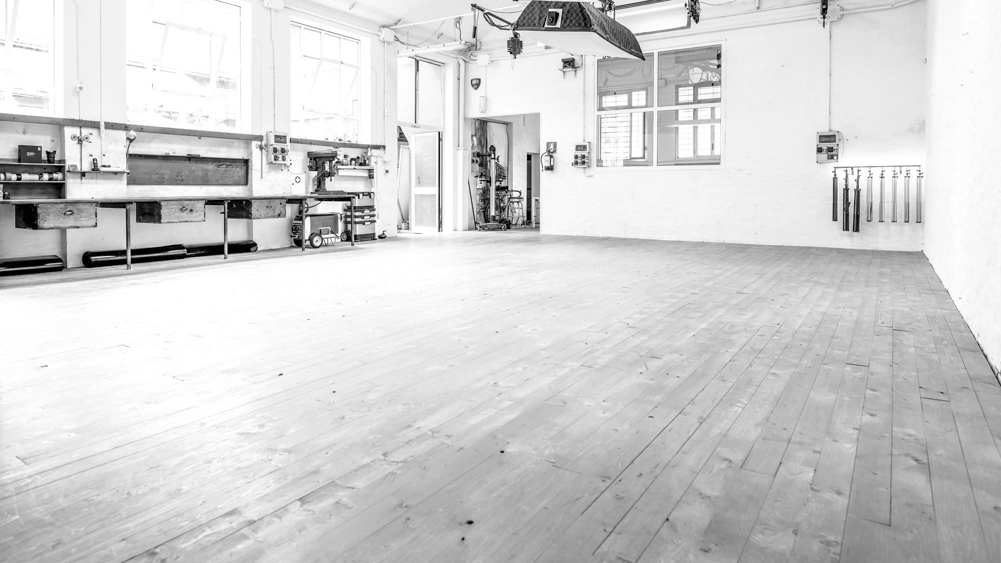 OFVSTUDIO-BOLOGNA-studio-fotografico-noleggio-sala-pose30.jpg