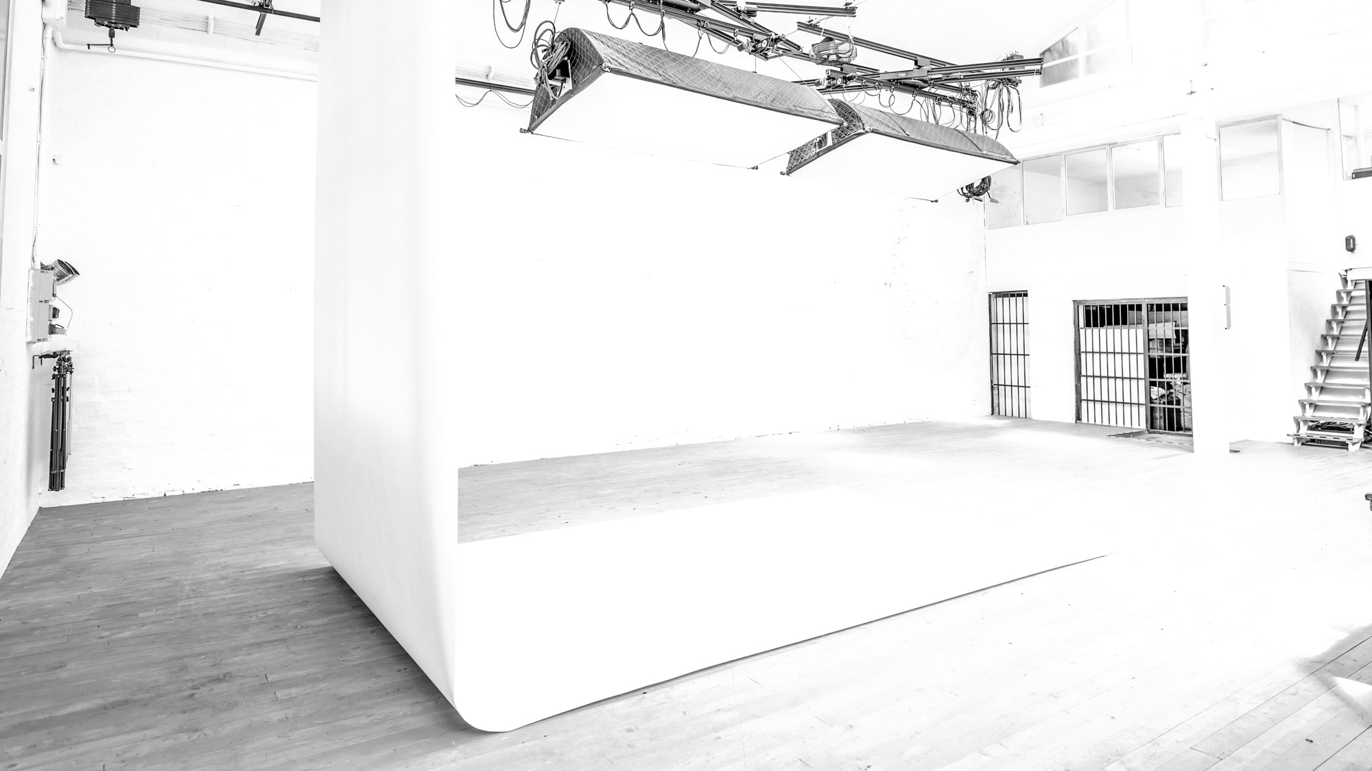 OFVSTUDIO-BOLOGNA-studio-fotografico-noleggio-sala-pose31.jpg
