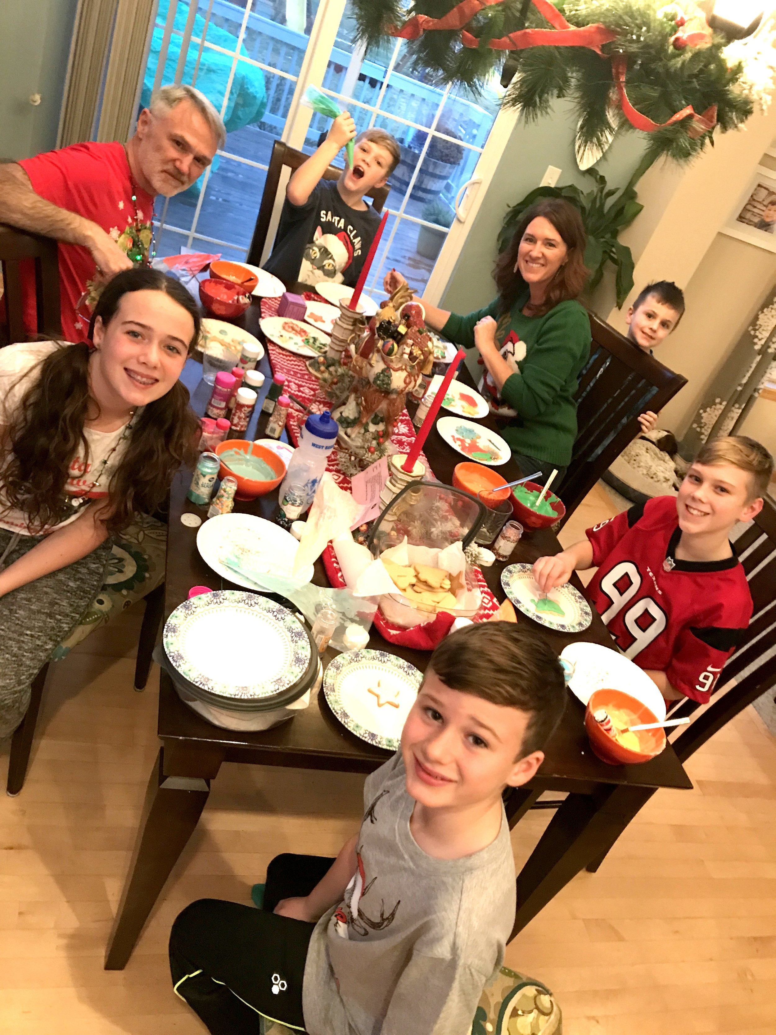 The kids and some of their cousins over for cookie decorating!