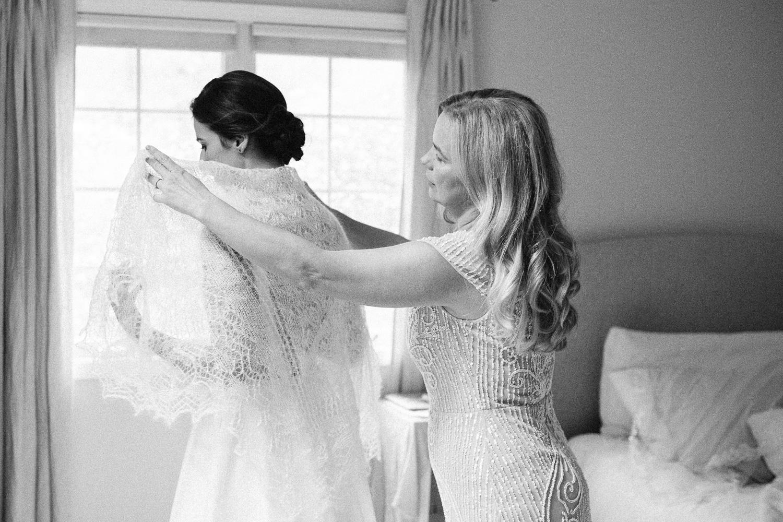 bride-mom-getting-ready