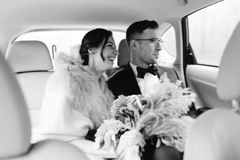 bride-groom-in-car