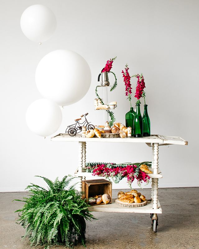 Irresistible dessert carts, sweet tables and sugar pieces designed by @mtlavecamour ✨ shot by Liana at @havencreative.space 🌸 our sweetest shoot yet! #sweettooth #contentcreation #lifestylephotography #stilllife #montreal #madeinhavenmtl #dessert #mtlavecamour #romantic