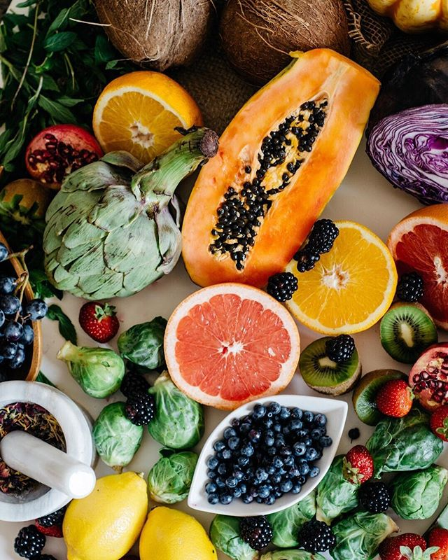 Eat the rainbow 🌈 ✨ food styling by @meli.melange for @greendailydose photo by Liana at @havencreative.space ✨ #madeinhavenmtl #foodstyling #lifestyleshoot #contentshoot #nutrition #rainbow #health #happiness
