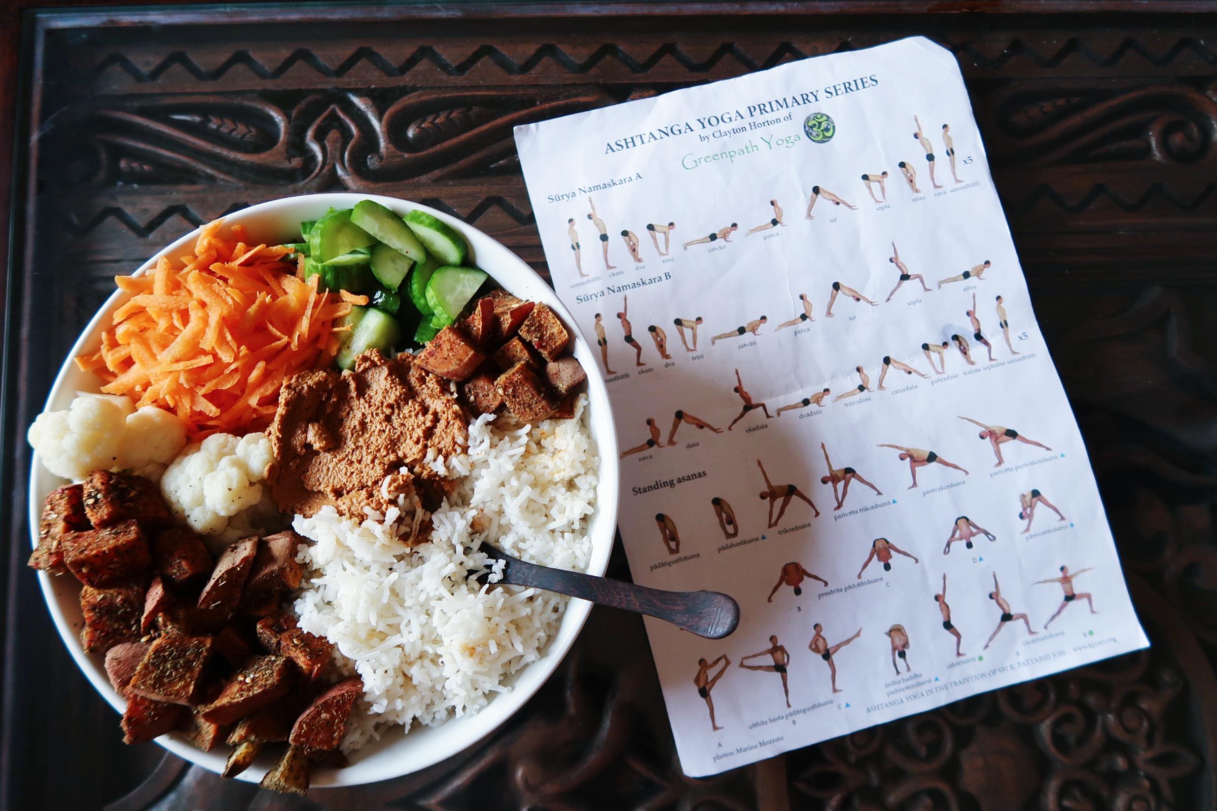 غداء متنوع و مراجعة وضعيات الاشتانغا يوغا