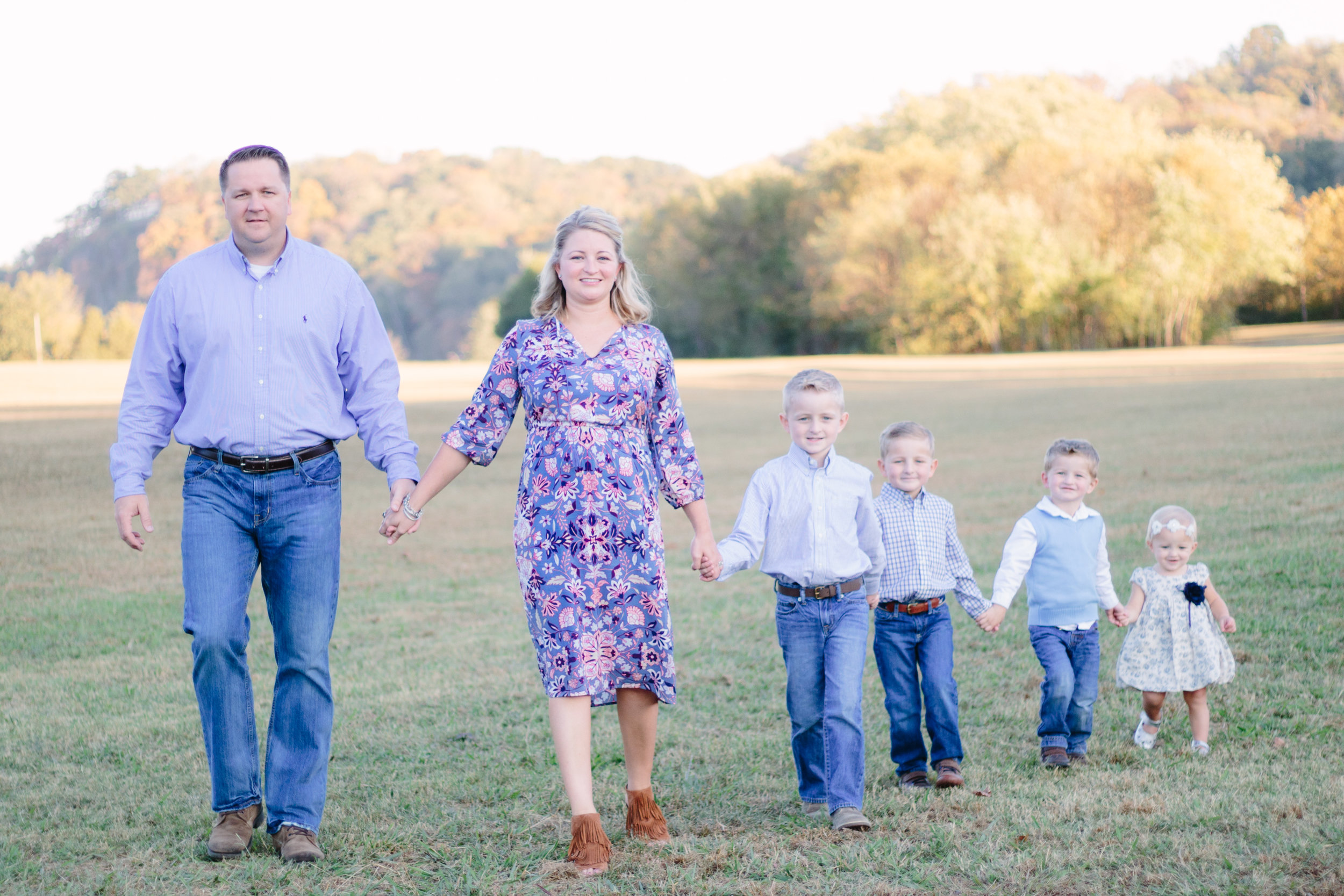 family, poses, outdoor, Knoxville, ideas, outfits, large, country, field, inspiration, funny, with toddler, color scheme, creative, siblings, fall, unique, natural, natural light, photoshoot, colorful, vibrant, fall, mountains