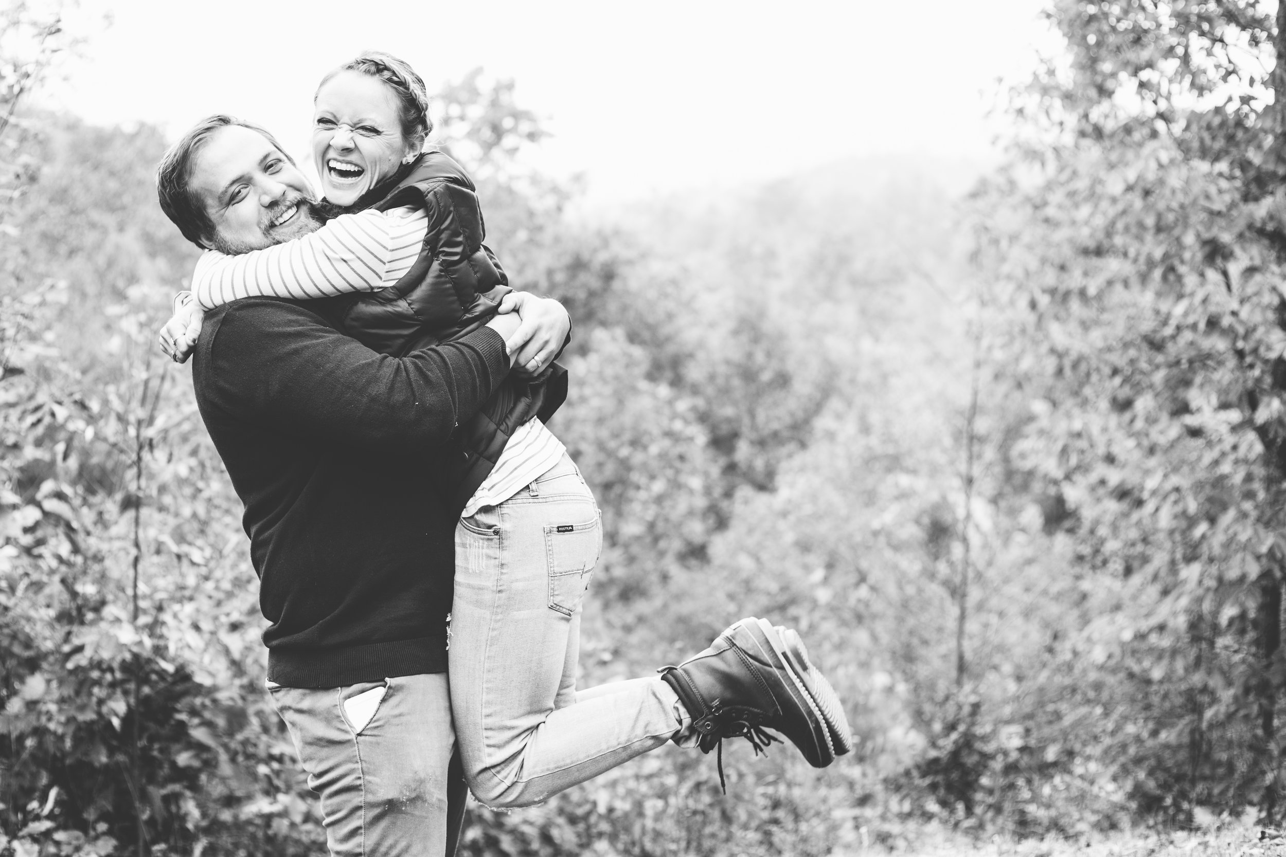 family, poses, outdoor, Knoxville, ideas, outfits, large, country, field, inspiration, funny, with toddler, color scheme, creative, siblings, fall, unique, natural, natural light, photoshoot, colorful, vibrant, fall, mountains, Gatlinburg, Tennessee, large, extended, mountains, black and white, couple