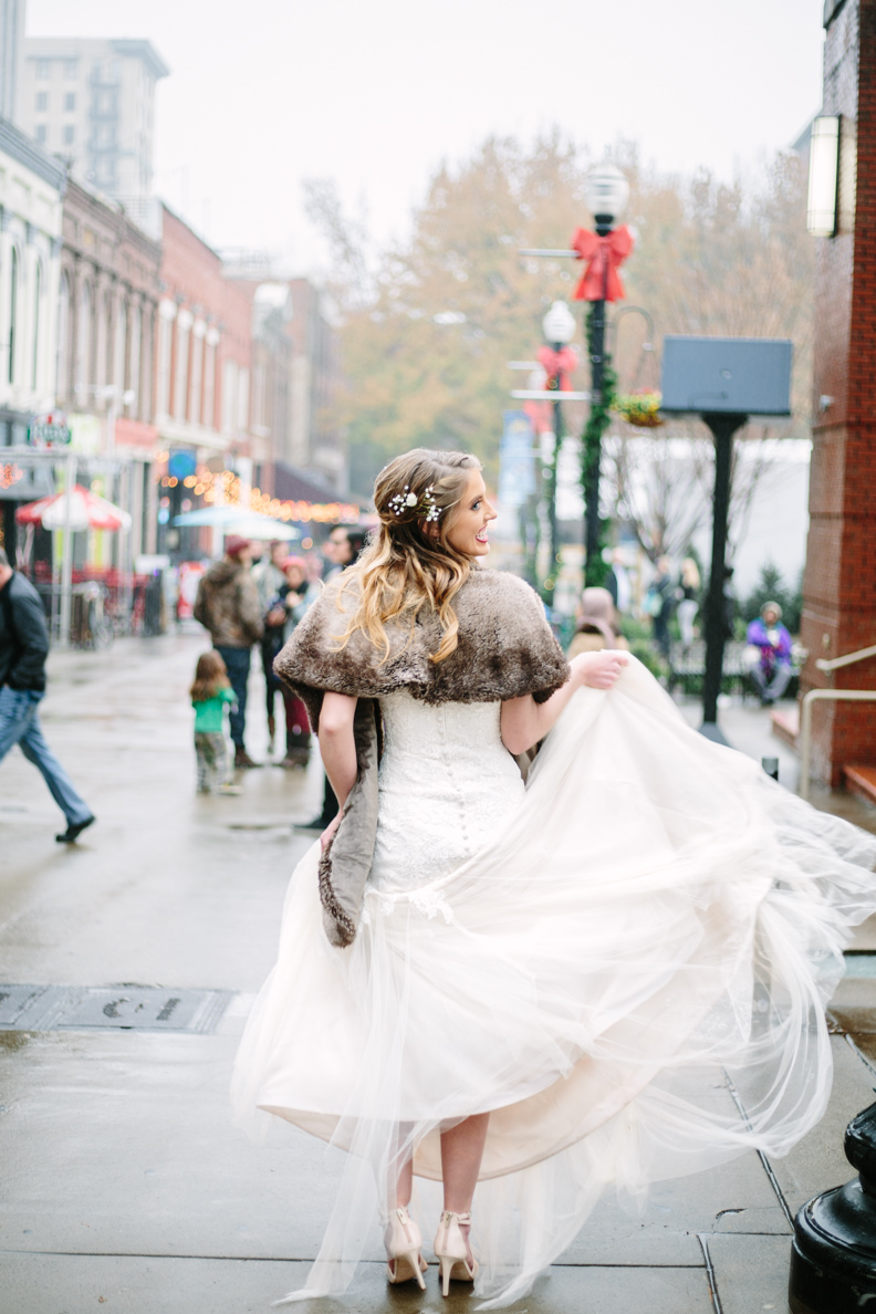wedding, poses, outdoor, inspiration, bride, vibrant, colorful, winter, intimate, groom, light and airy, natural light, ideas, passion, unique, Knoxville, Tennessee, city, urban