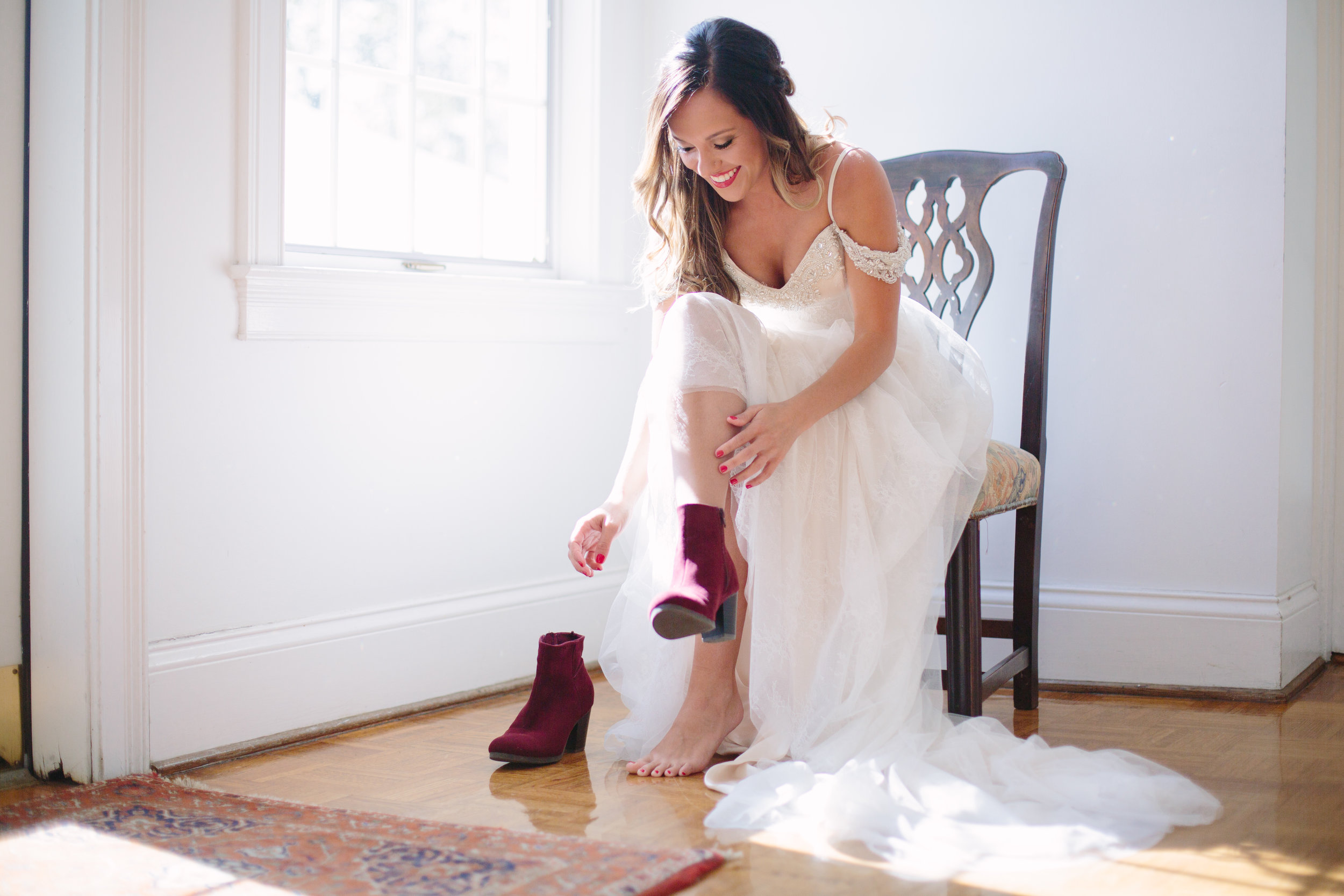 wedding, poses, outdoor, inspiration, bride, vibrant, colorful, winter, intimate, groom, light and airy, natural light, ideas, passion, unique, Knoxville, Tennessee
