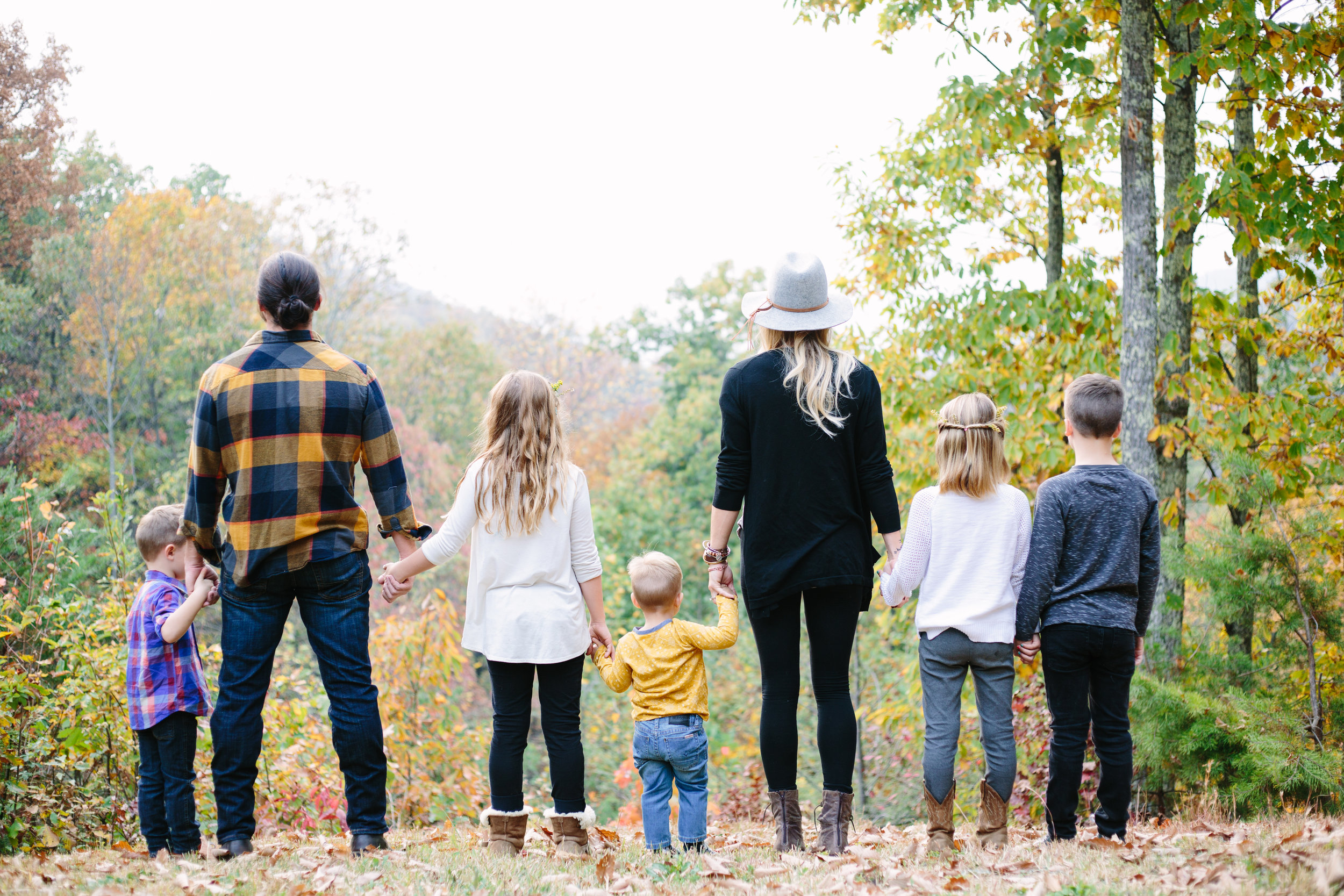 family, fun, fall, large, with kids, natural light, light and airy, Knoxville, Tennessee, creative, outdoors, vibrant, colorful