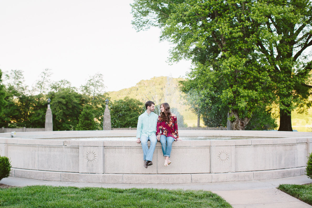 poses, couples, outdoor, Sequoyah hills, Knoxville, Tennessee, engagement, sunset, evening, love, vibrant, colorful, bright, creative, romantic, natural, light and airy, natural light, passion, inspiration, intimate, outfits, fountain