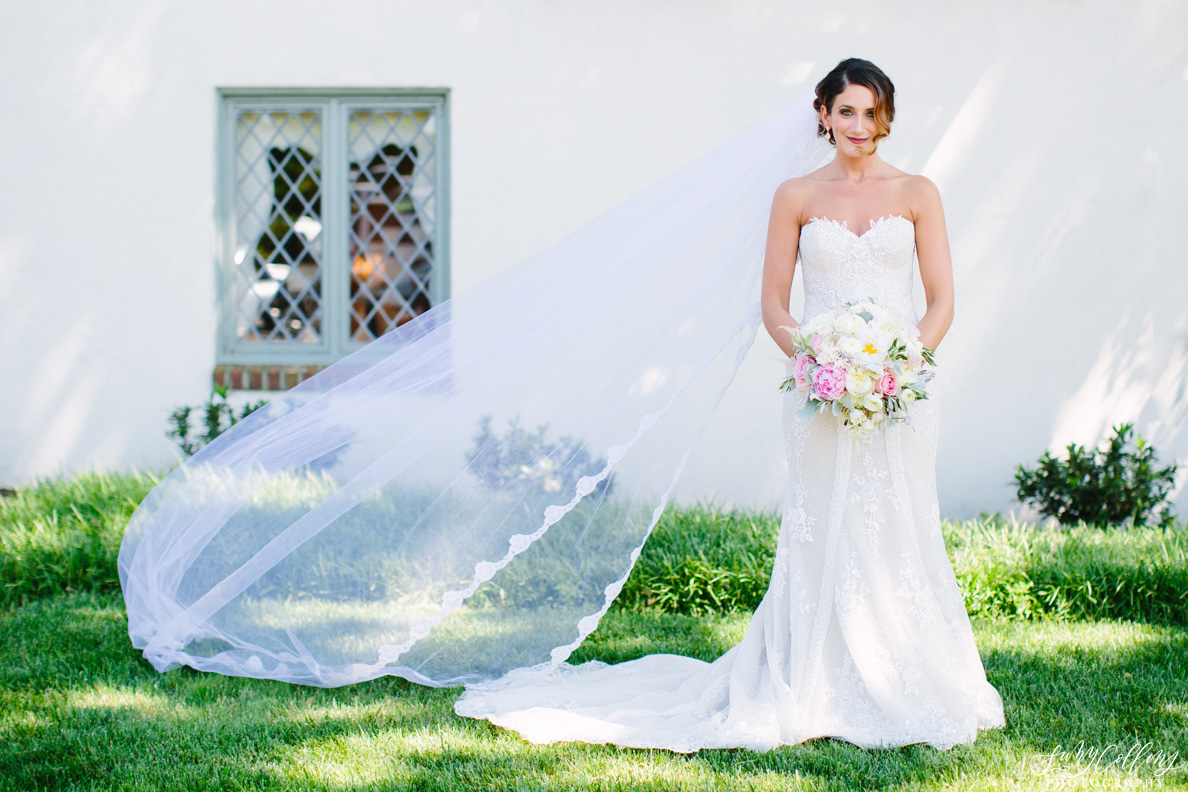 poses, indoor, romantic, spring, light and airy, natural light, ideas, passion, artistic, creative, inspiration, editorial, art, lighting, love, Knoxville, Tennessee, Cherokee country club, vibrant, colorful, bright, bride, portraits