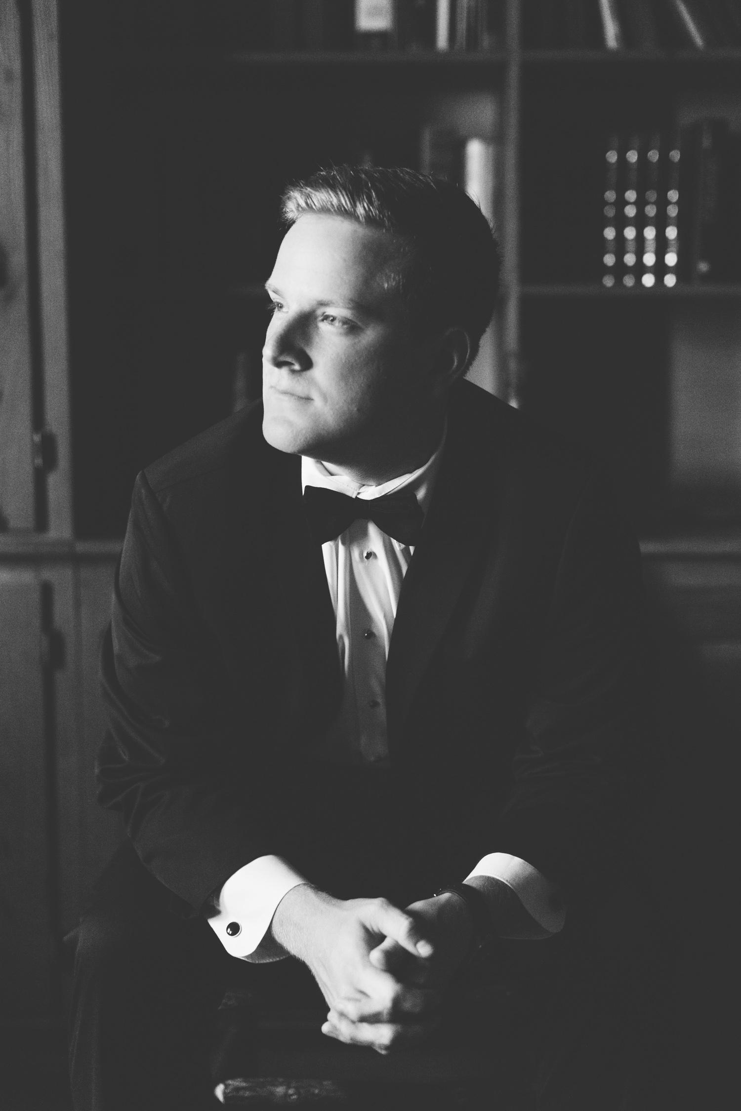Knoxville Photographer Classic Outdoor Wedding Groom Portrait
