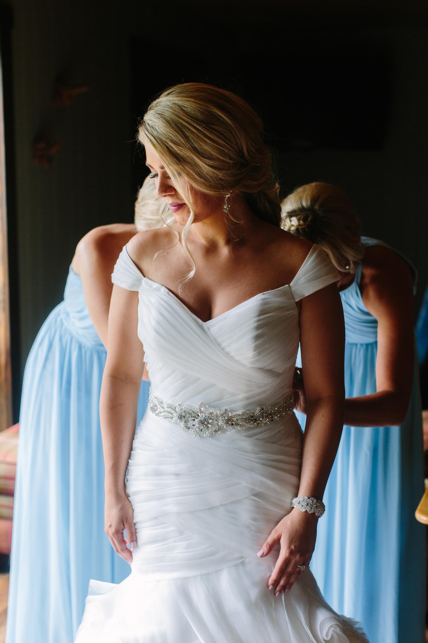 Knoxville Photographer Classic Outdoor Wedding Getting Ready