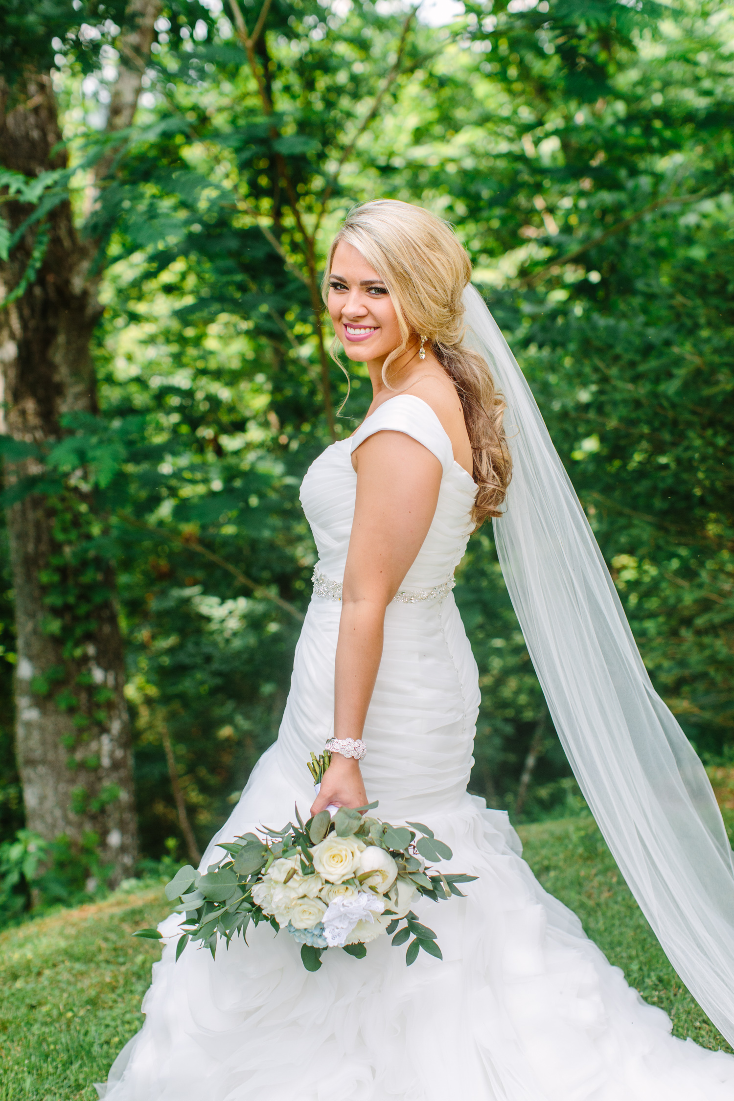 Knoxville Photographer Classic Outdoor Wedding Bridal Portrait