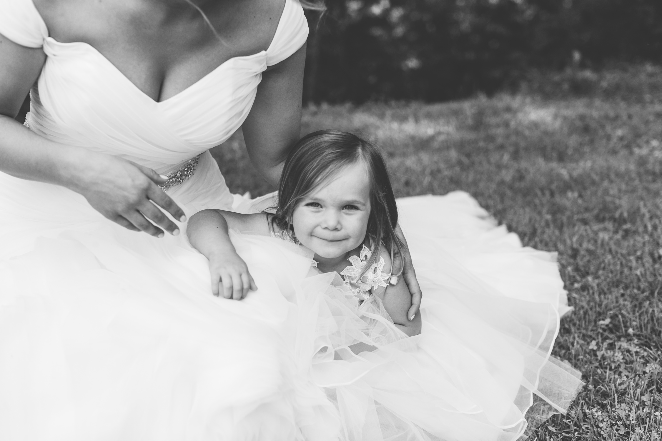 Knoxville Photographer Classic Outdoor Wedding Flower Girl