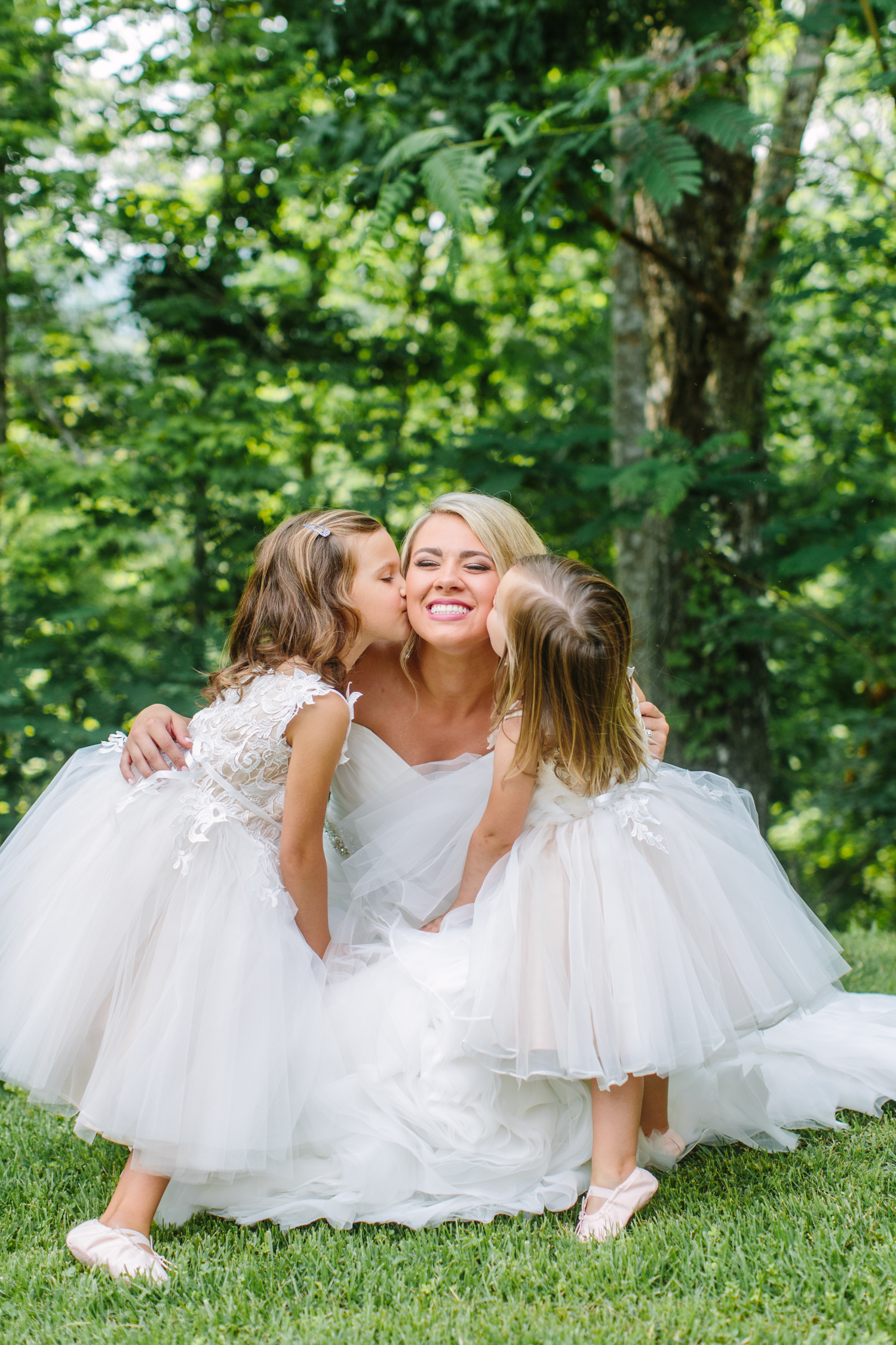 Knoxville Photographer Classic Outdoor Wedding Flower Girl Kisses