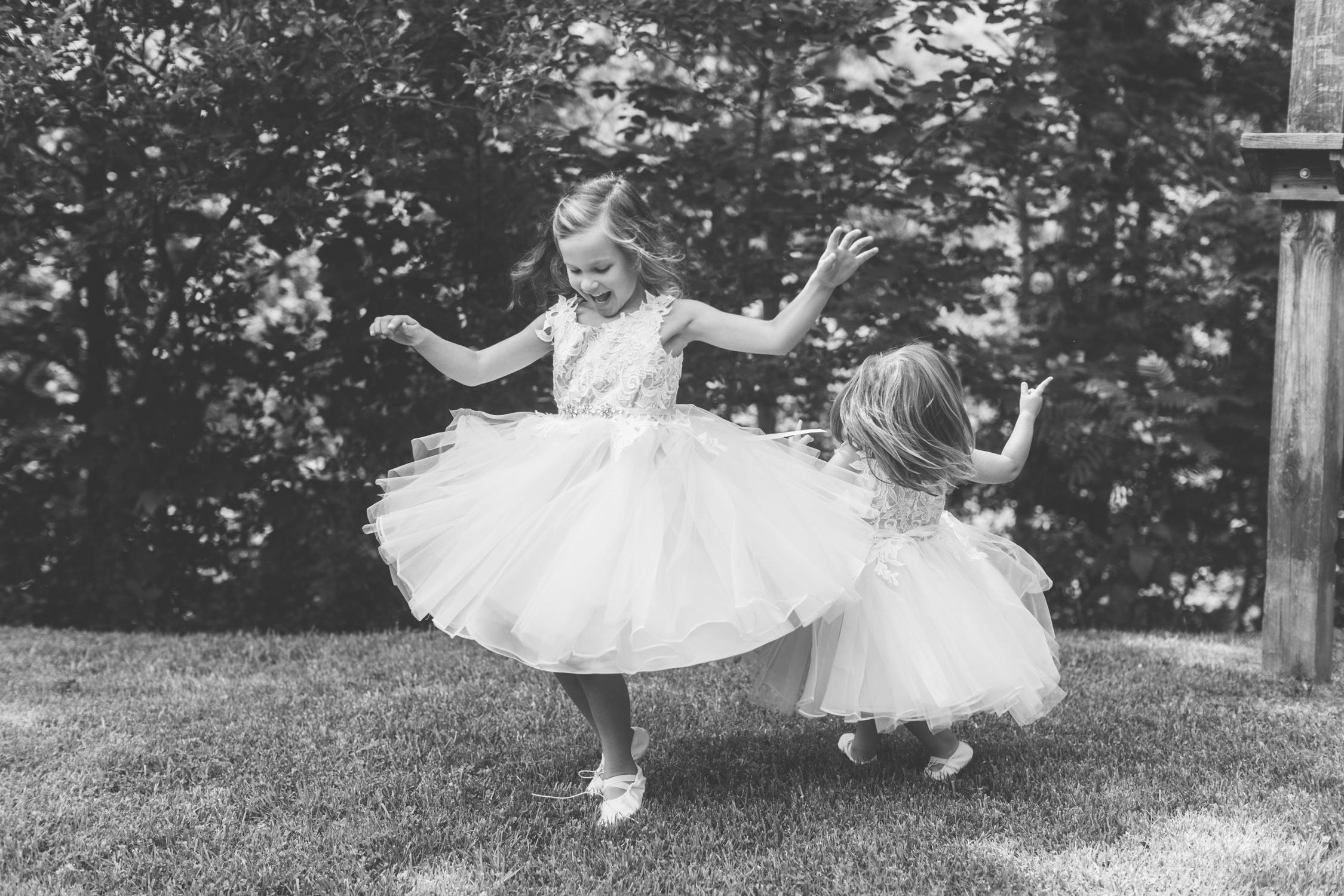 Knoxville Photographer Classic Outdoor Wedding Flower Girls