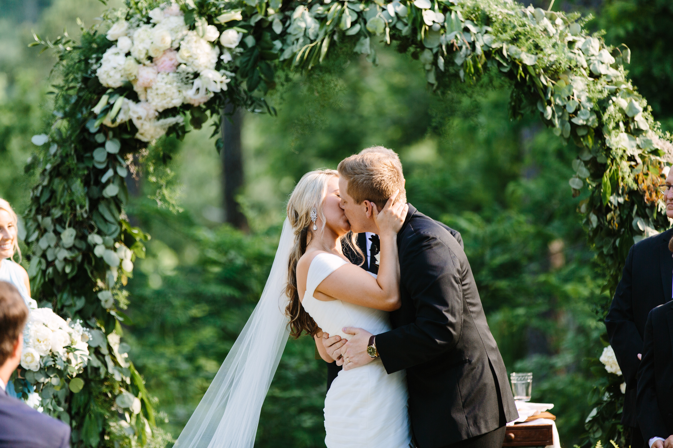 Knoxville Photographer Classic Outdoor Wedding Kiss