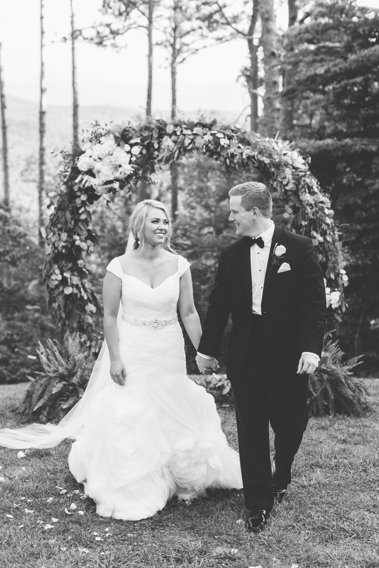 Knoxville Photographer Classic Outdoor Wedding Black and White