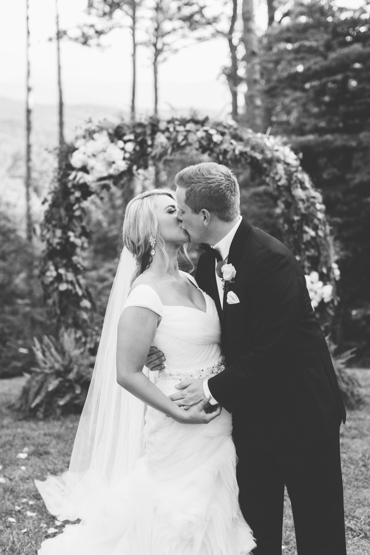 Knoxville Photographer Classic Outdoor Wedding Portraits