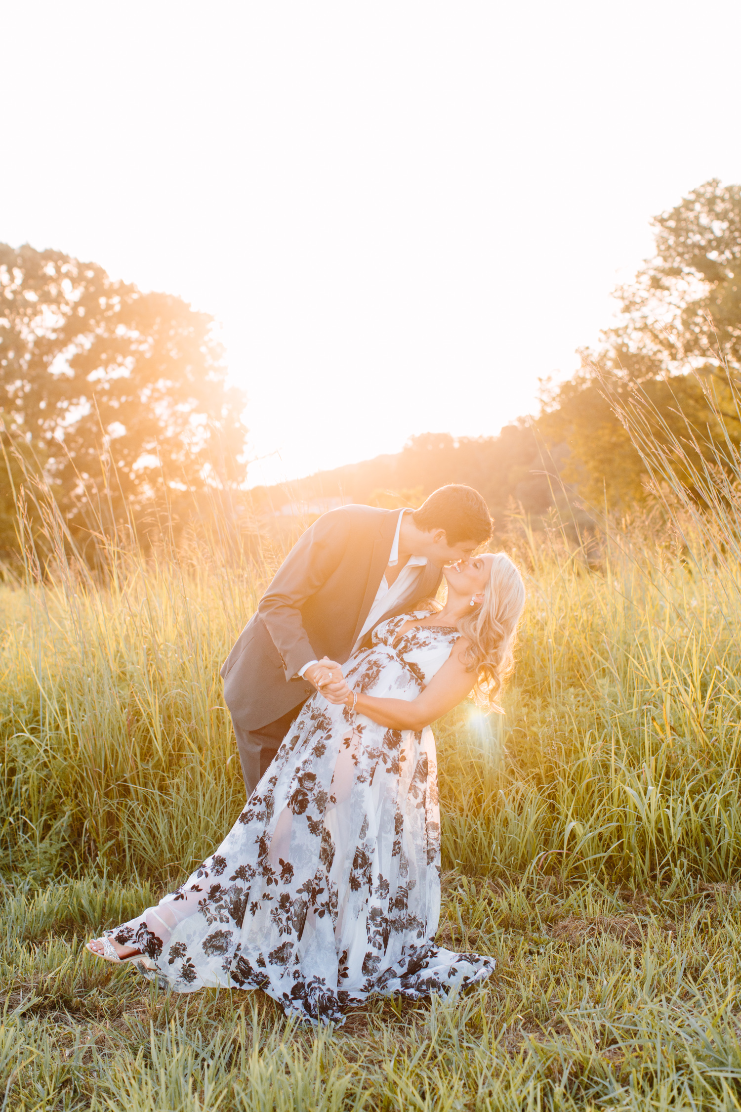 Field Sunset Engagement Photos // Knoxville Photographer // Suzy Collins Photography