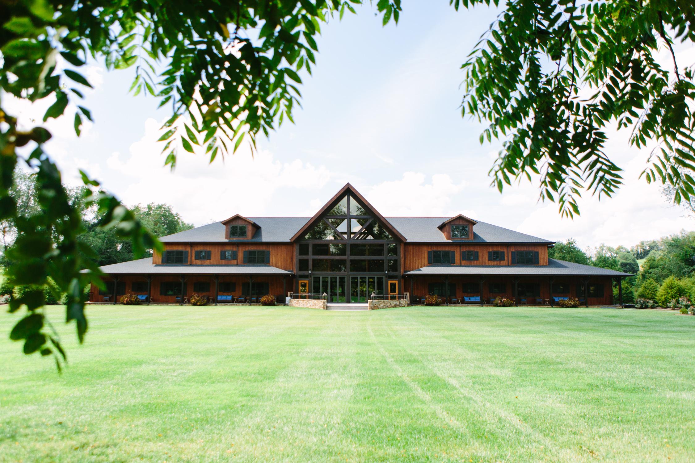 Romantic Pavilion Wedding // Tennessee Photographer // Suzy Collins Photography // The Olde Farm