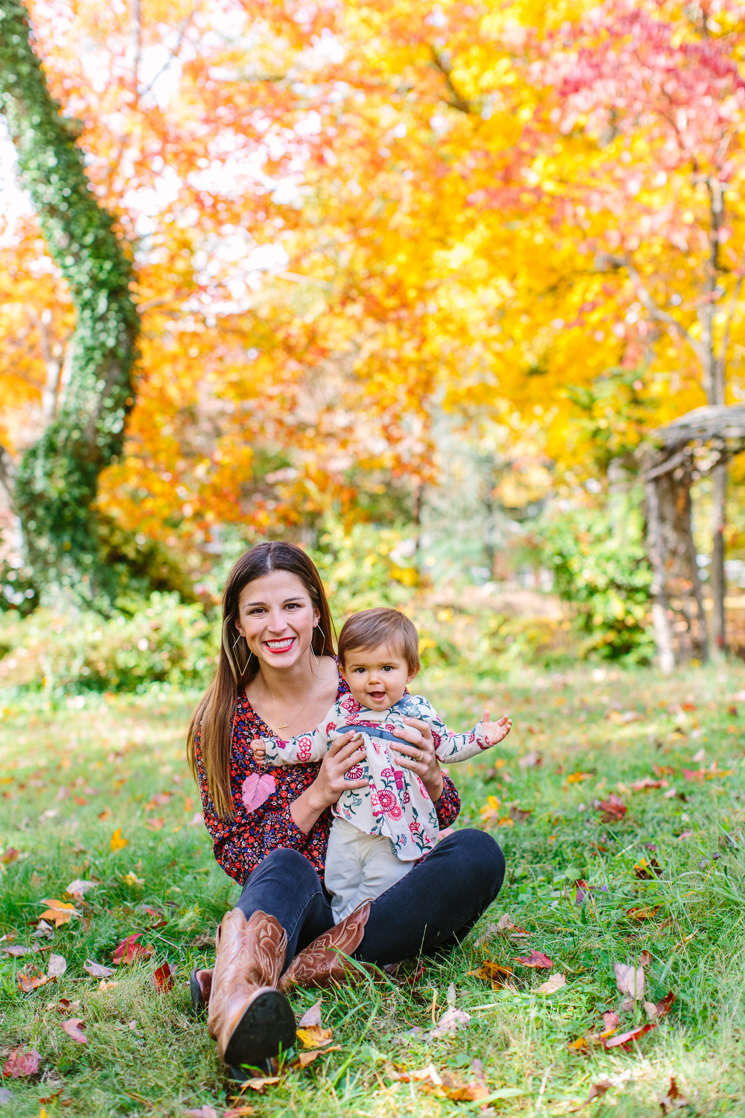 Fall Family Pictures Outfits // Knoxville Portrait Photographer // Suzy Collins Photography