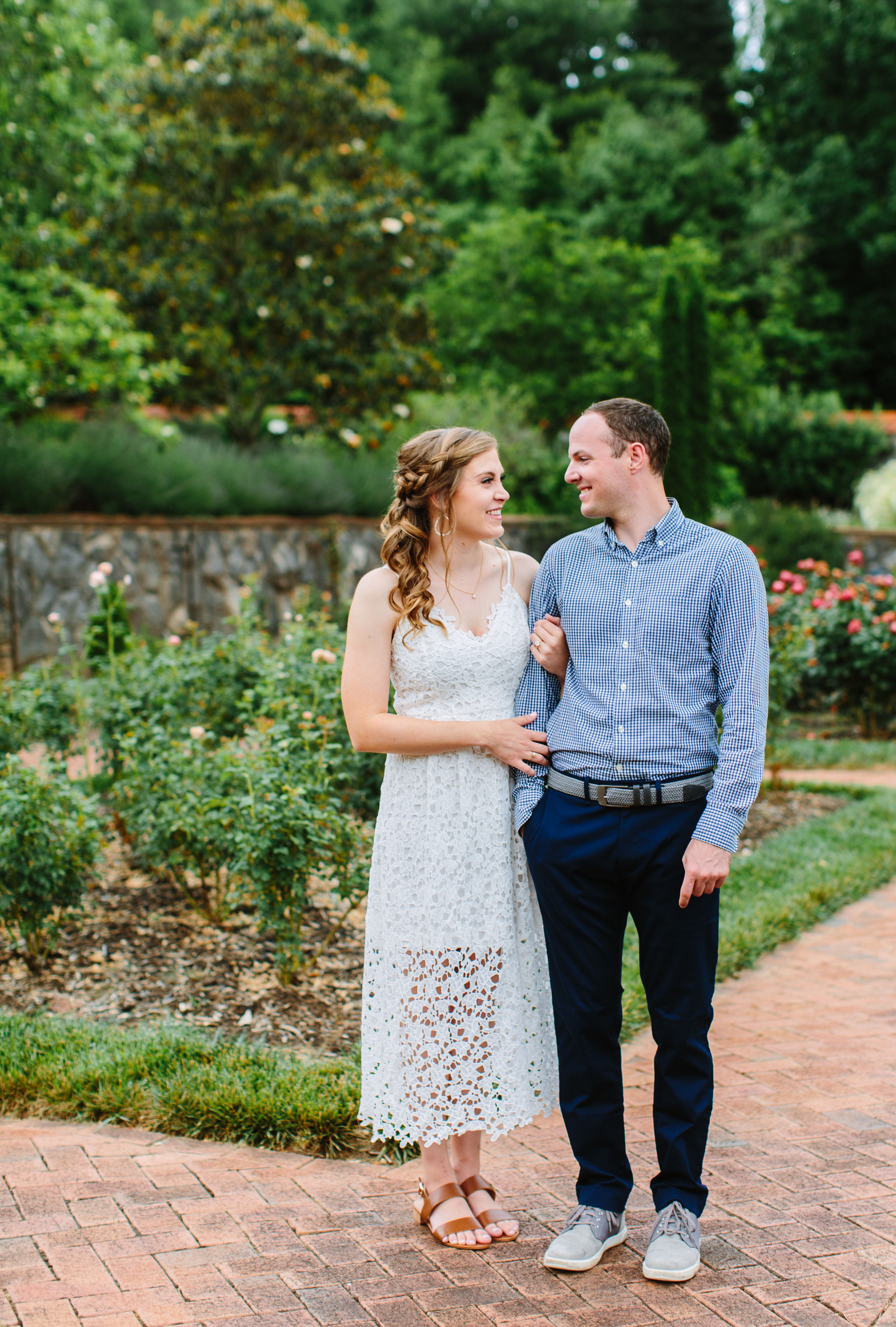 Rainy day engagement session at the Biltmore estates by Suzy Collins Photography