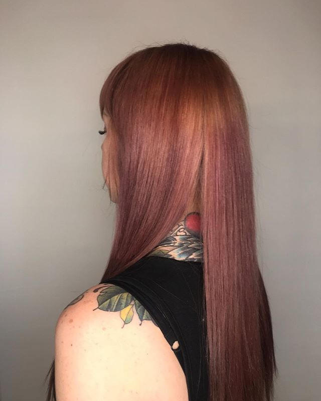 📔 We actually did a full bleach and full color to achieve this because she was dark brown before! . It's hard to capture the true color here but it's a cool rose gold . Now we are working on a root formula that doesn't require bleach ! Wish me luck 🙃😂 . . . #balayagehair  #autogramtags #fanola  #balayaged  #hairtransformation  #wella  #mydentity  #colortransformation  #olaplexlove  #undefined  #iceblondehair  #balayageartists  #matrixcolor  #guytang  #rootshadow  #blendedhair  #igoravibrance  #balayagespecialist  #balayage  #brondebalayage  #balayageandpainted  #americansalon  #maneinterest  #mastersofbalayage  #undefined  #vibesjewelery  #pinkgold  #bling  #ringsoftheday  #diamond