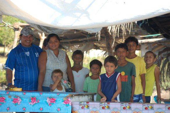 Diestafano, Hermalinda, their children, niece and two nephews