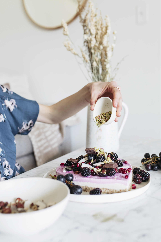 emilyrhess-valentines-sweetheart-raw-vegan-cake (13).jpg