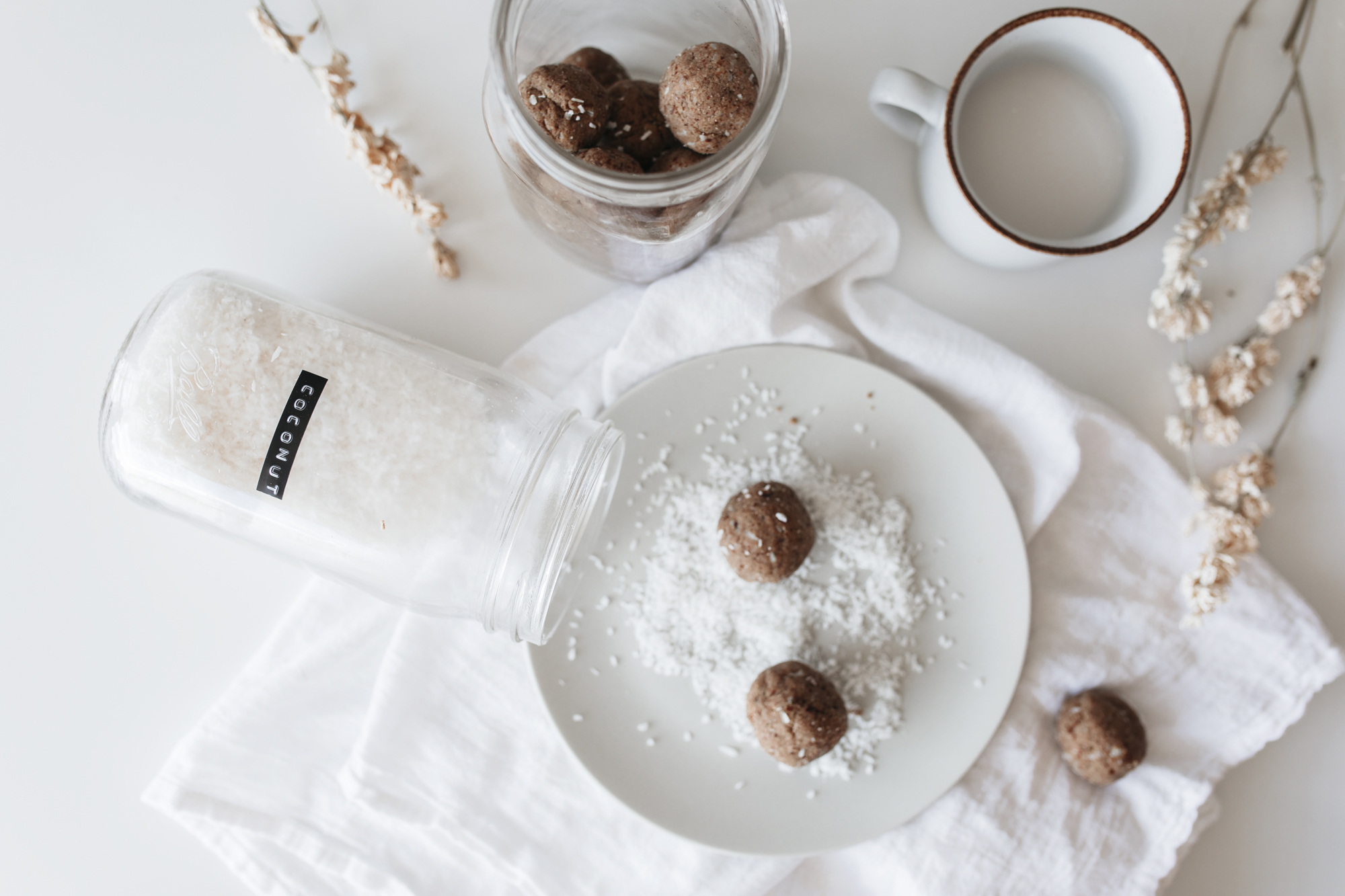 creative bloggers need to fuel their bright minds with the best nutrients to live a healthy balanced lifestyle. These bliss-balls with coconut and chia are perfect for that!